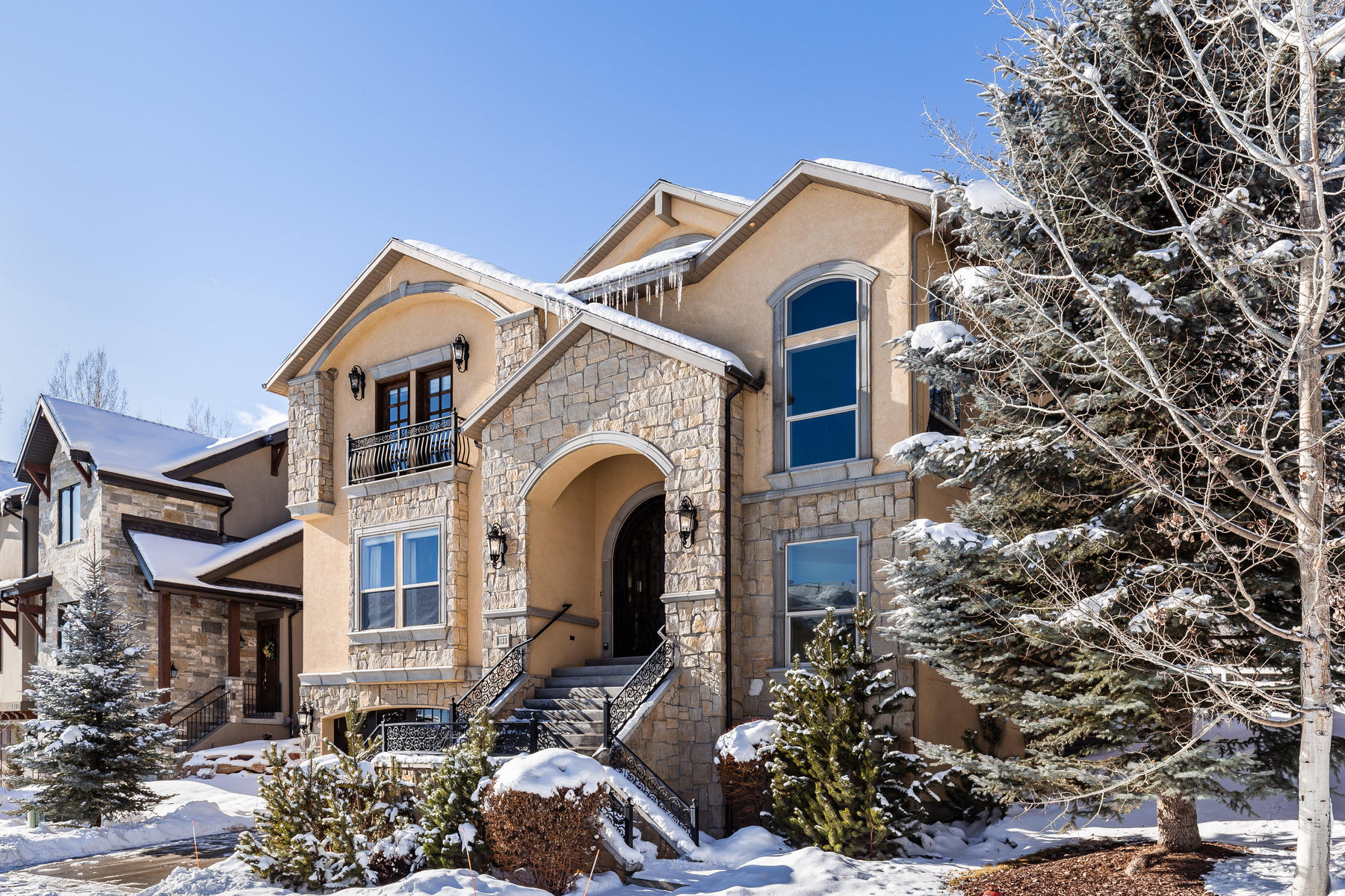 Single Family Homes for Sale at Custom Home On The 7th Fairway Of The Craters Golf Course 1123 N Warm Springs Road Midway, Utah 84049 United States