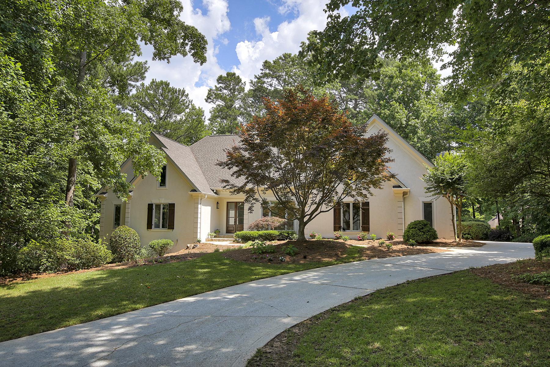 단독 가정 주택 용 매매 에 Beautifully Remodeled Luxury Ranch In Country Club Of The South On Private Lot 4395 Old Wesleyan Woods Johns Creek, 조지아 30022 미국