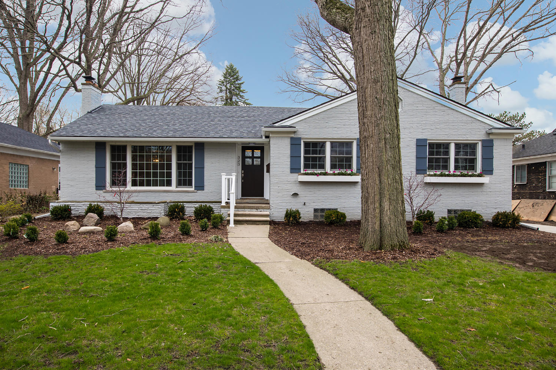 Single Family Homes for Sale at Grosse Pointe Farms 323 Lothrop Grosse Pointe Farms, Michigan 48236 United States