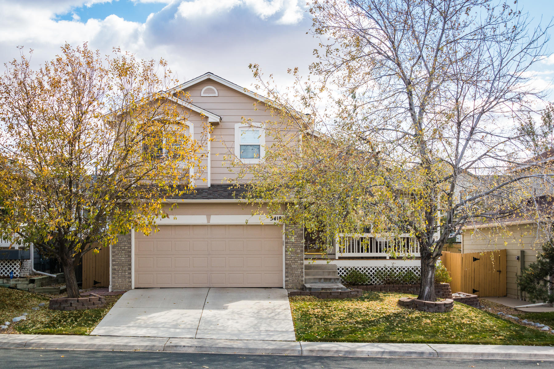 Single Family Homes for Sale at Beautiful 2-Story Home in The Hills at Saddle Rock Ridge 5418 S Valdai Street Aurora, Colorado 80015 United States