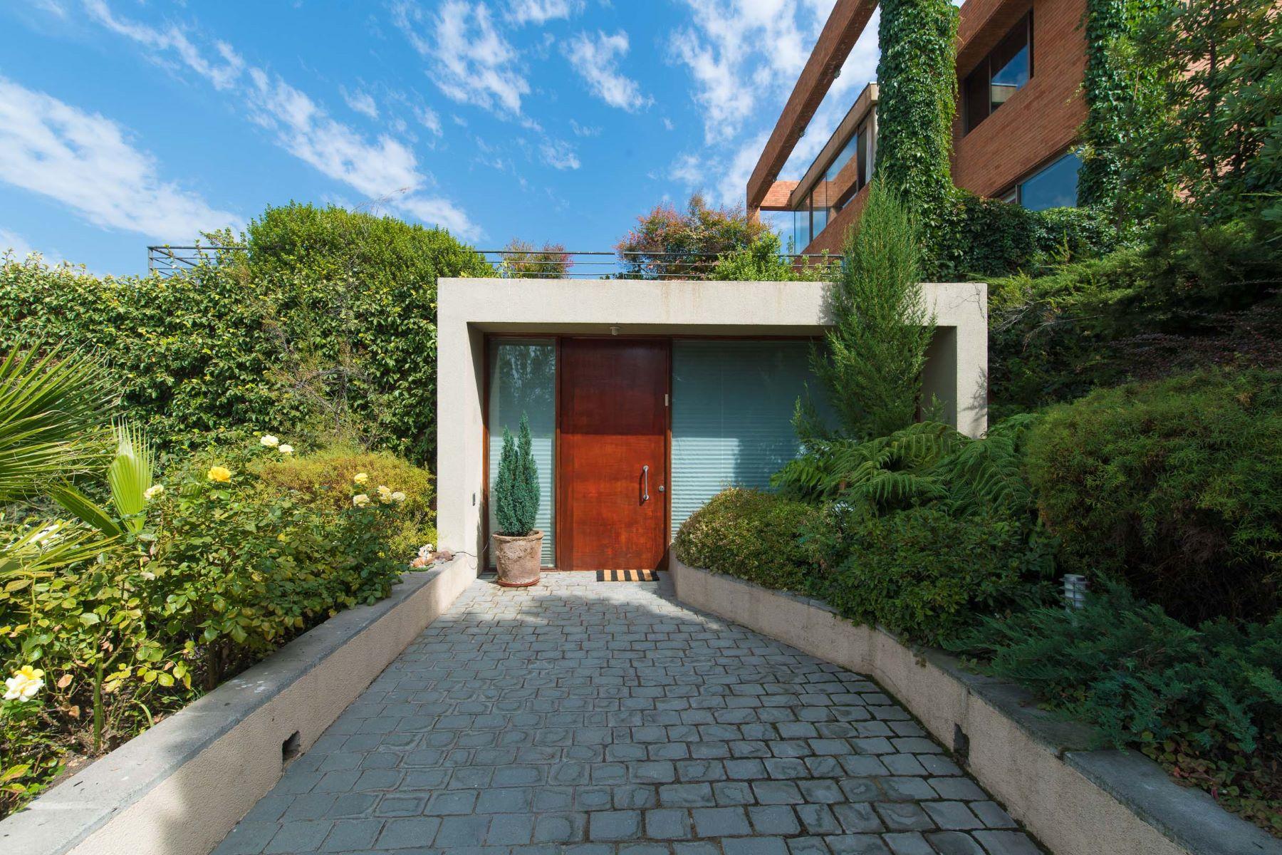 Vivienda unifamiliar por un Venta en Excelente y Moderna Arquitectura en La Dehesa Lo Barnechea, Santiago, Region Metropolitana De Santiago Chile