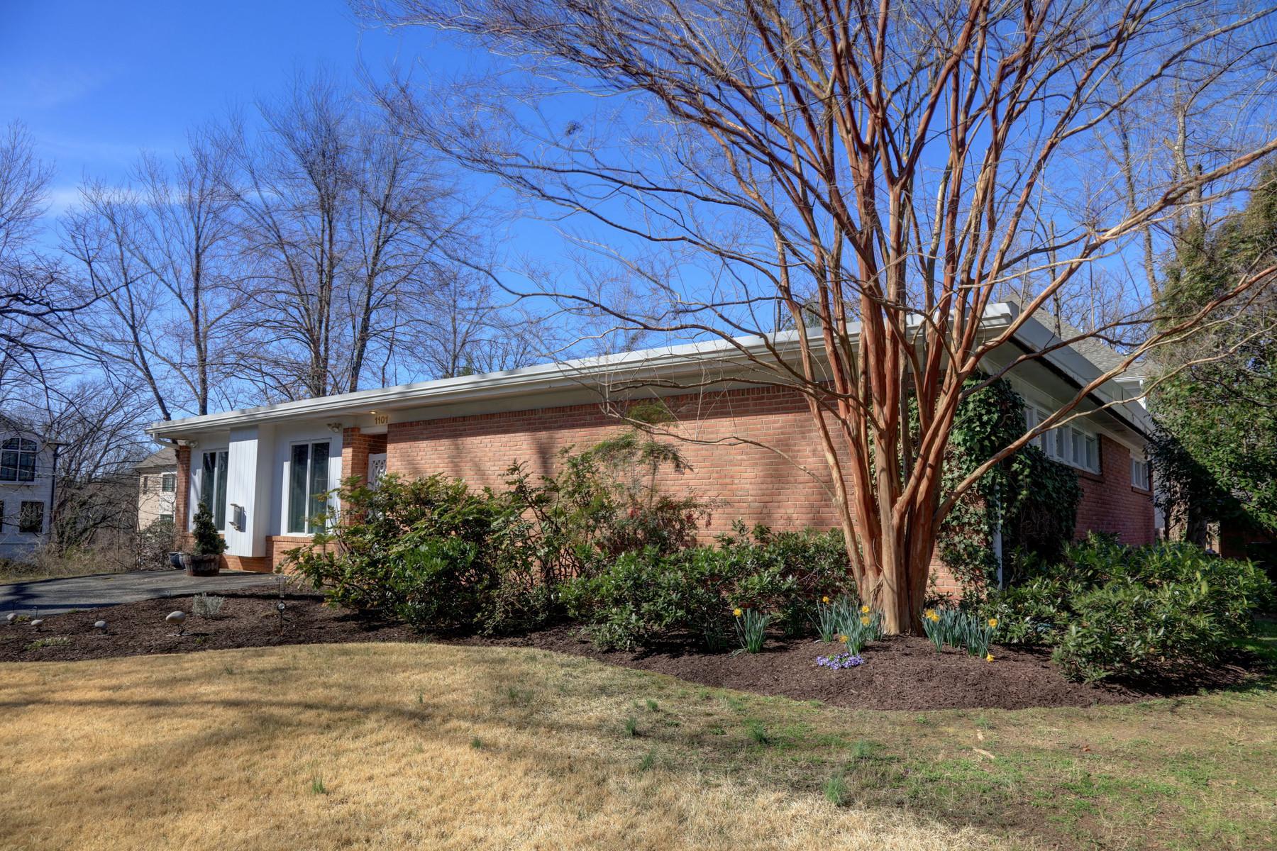 Nhà ở một gia đình vì Bán tại 1101 Shipman Lane, Mclean 1101 Shipman Ln McLean, Virginia, 22101 Hoa Kỳ