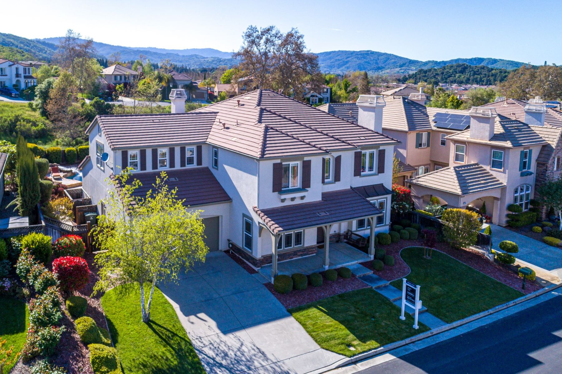 Single Family Homes for Sale at Gorgeous Executive Home! 2630 Muirfield Way Gilroy, California 95020 United States