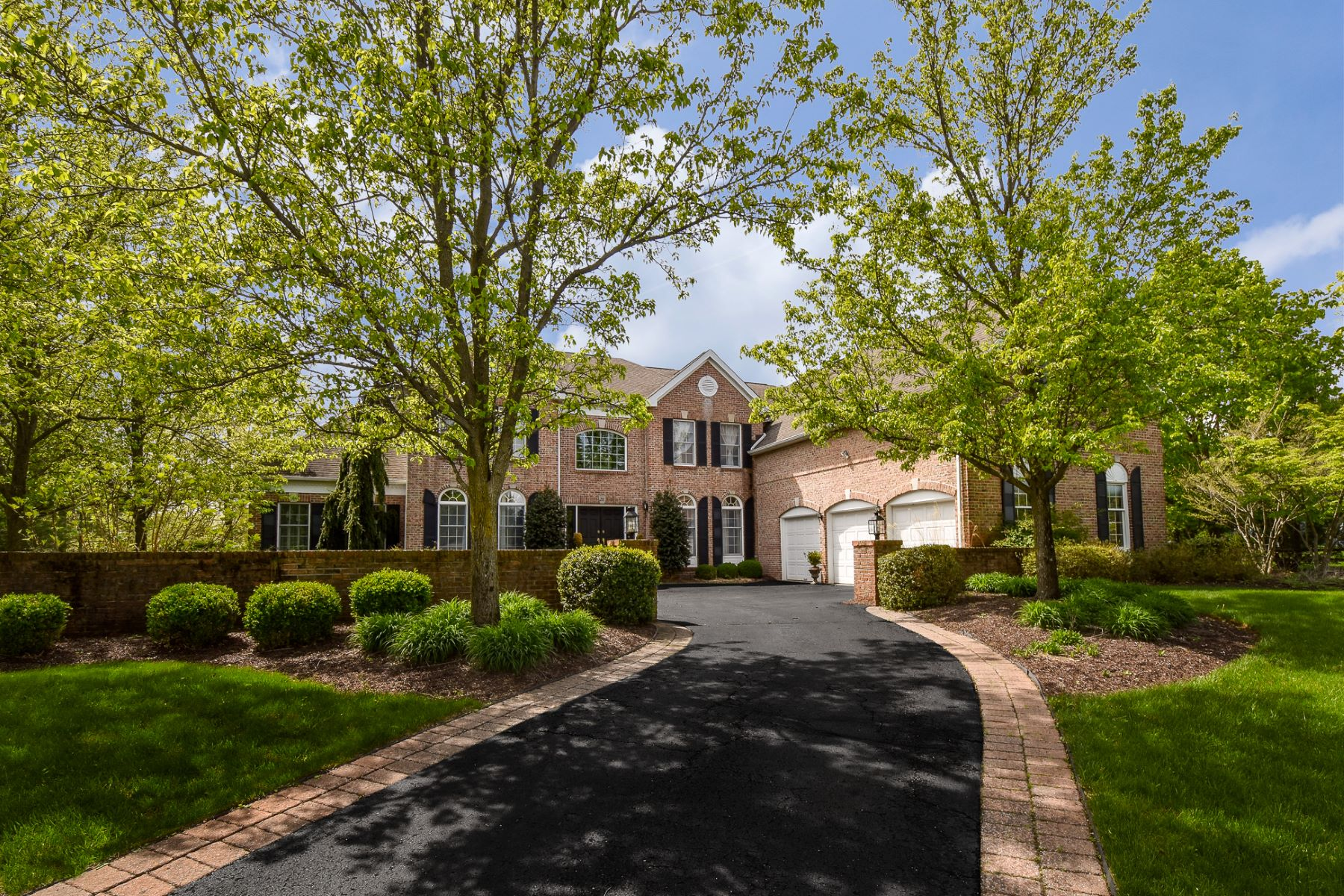 Single Family Homes para Venda às Nothing Short Of Exquisite in Bedens Brook Estates 28 Green Meadow Road, Skillman, Nova Jersey 08558 Estados Unidos