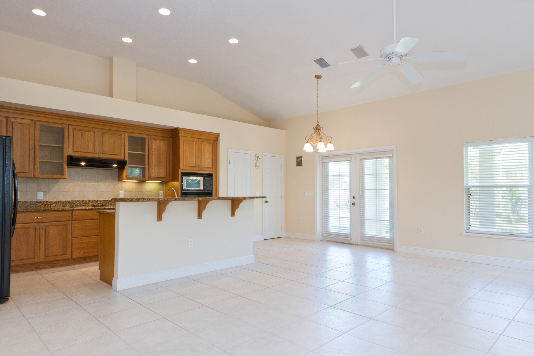 Additional photo for property listing at Inviting Home With Generous Room Sizes and Open Concept Floorplan! 771 Brookedge Terrace Sebastian, Florida 32958 United States