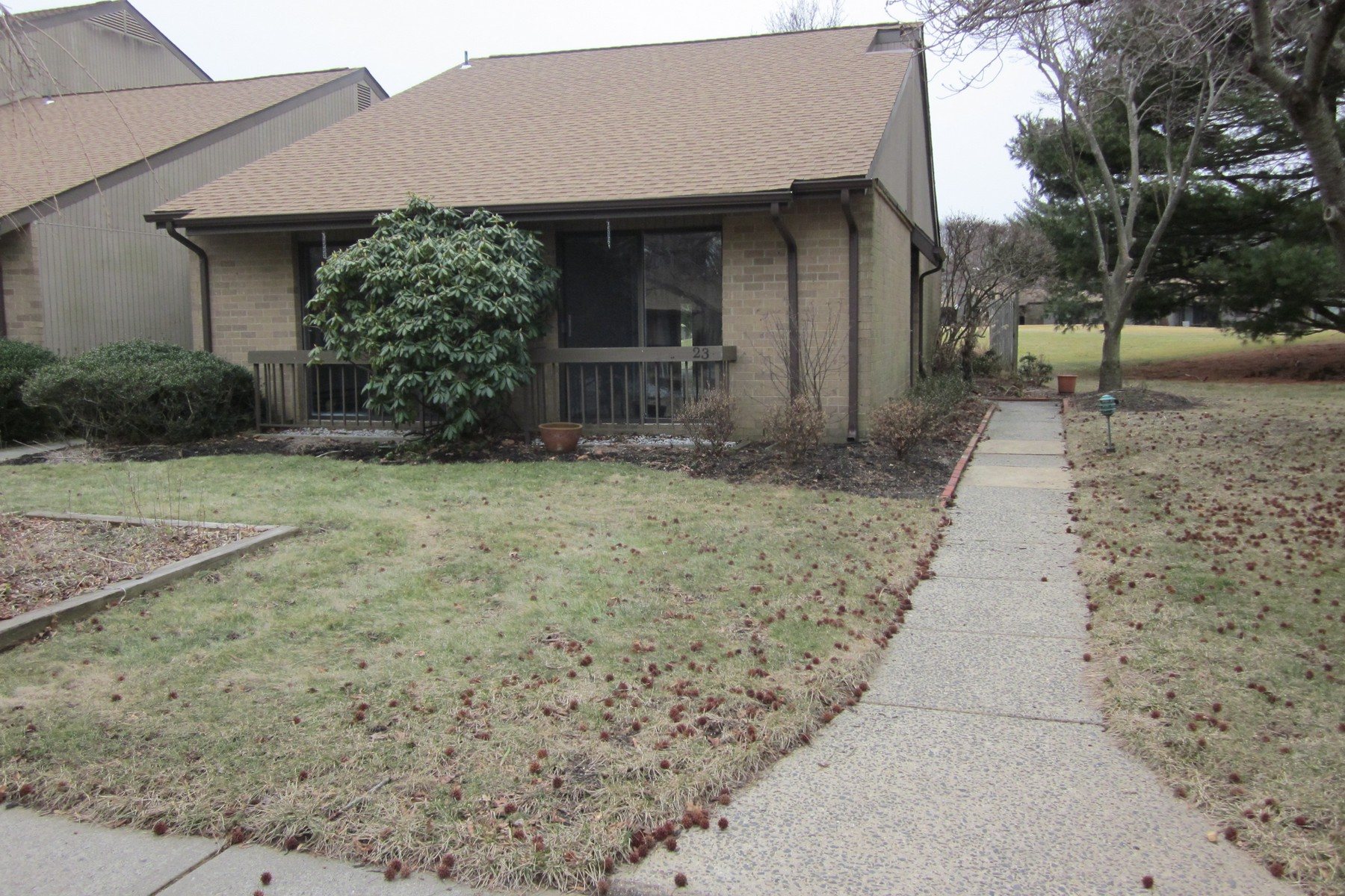 شقة بعمارة للـ Sale في Shadow Lake End Unit Ranch 23 Claremont Ct., Middletown, New Jersey, 07748 United States