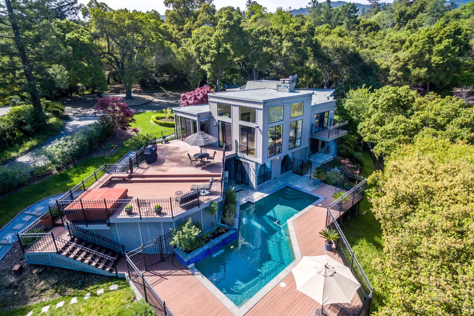 Single Family Homes por un Venta en Contemporary Paradise, Spectacular Views 10600 Chardonnay Lane Los Altos Hills, California 94024 Estados Unidos