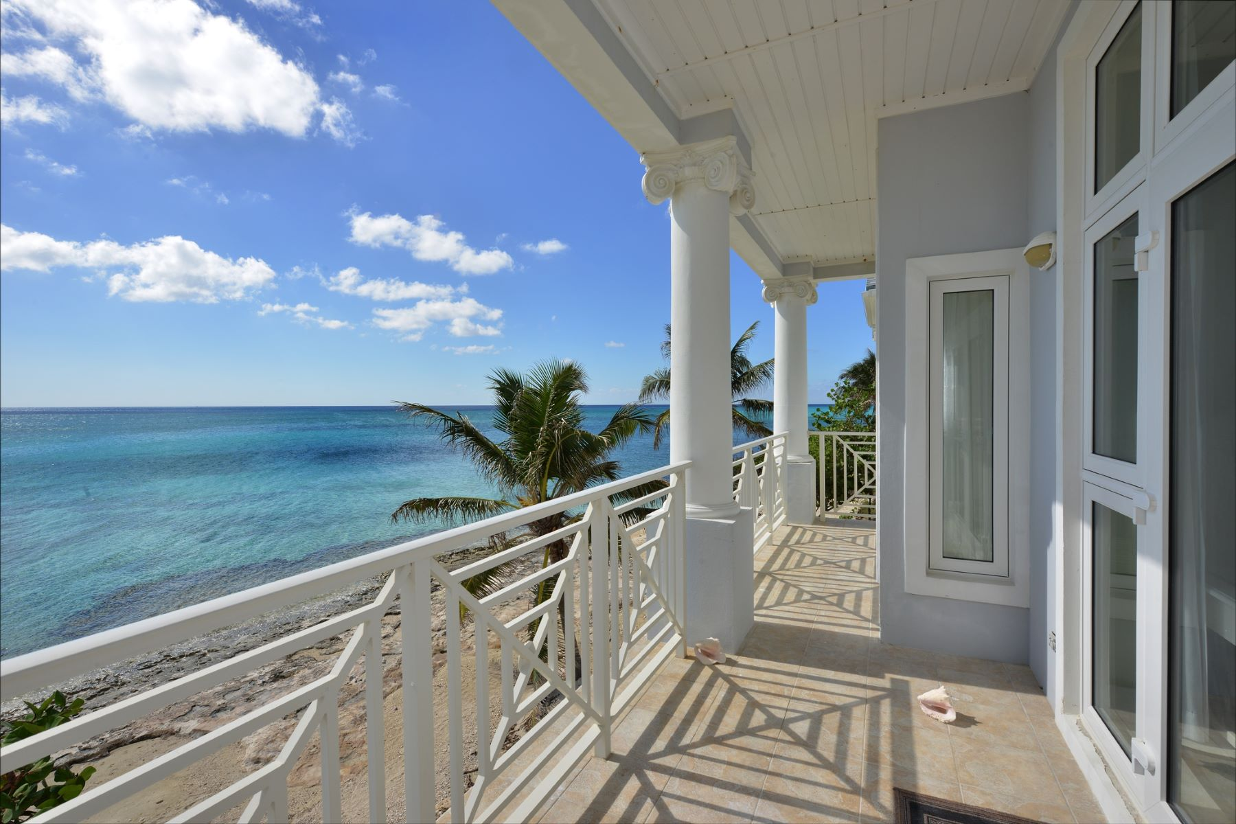 Casa unifamiliar adosada (Townhouse) por un Alquiler en Royall Beach Estates K-17, South Ocean Royall Beach Estates, South Ocean, Nueva Providencia / Nassau Bahamas