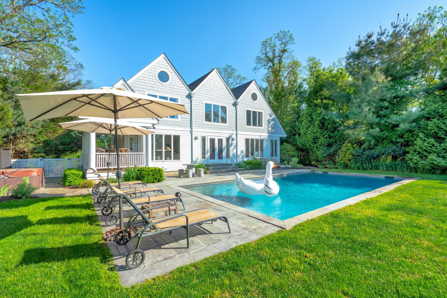 Single Family Home for Sale at 4055 Aldrich Lane Ext, ,Mattituck, New York, 1195 4055 Aldrich Lane Ext Mattituck, New York 11952 United States