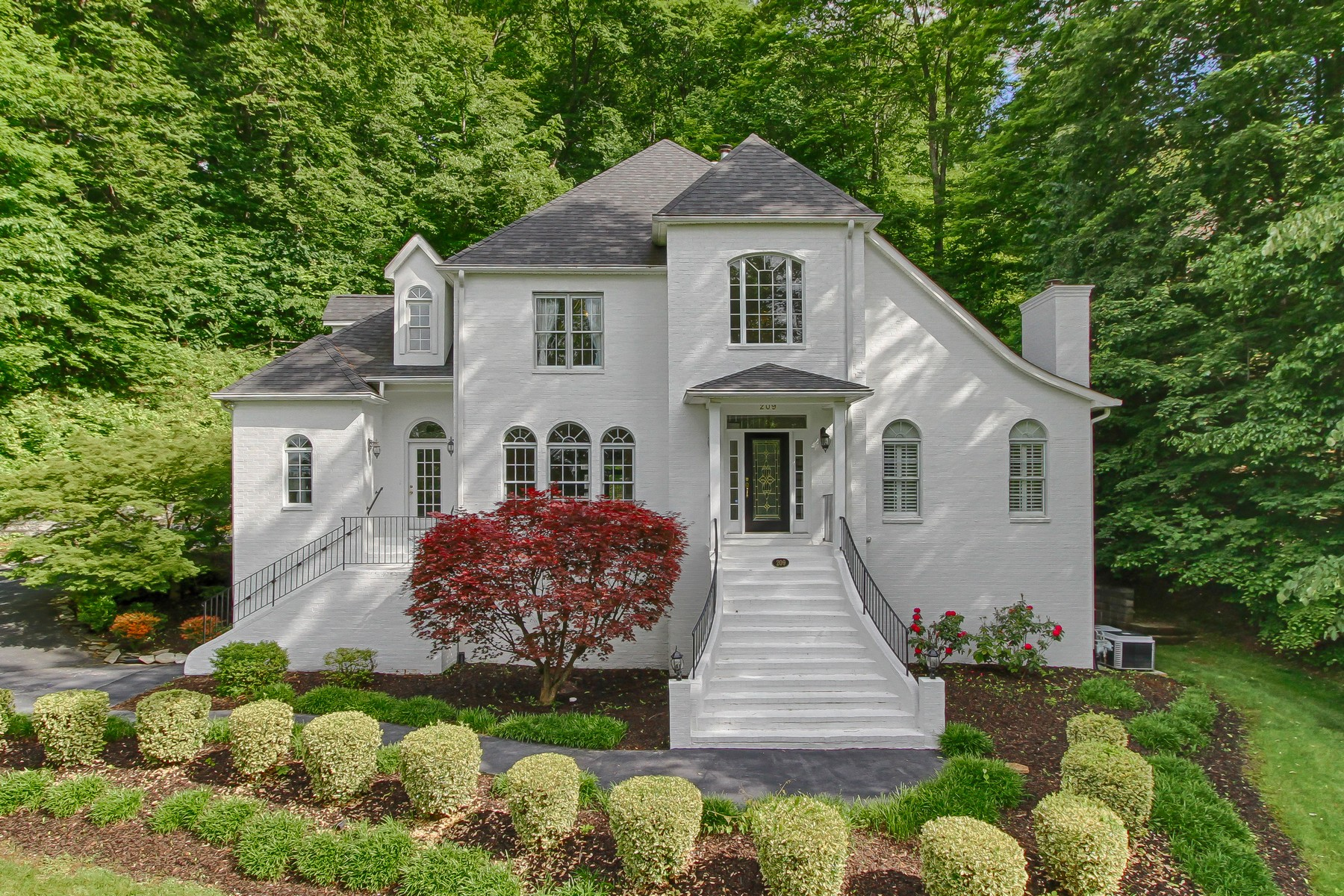 single family homes for Sale at Gracious Southern Living in Shadowood 209 Shadowood Drive Johnson City, Tennessee 37604 United States