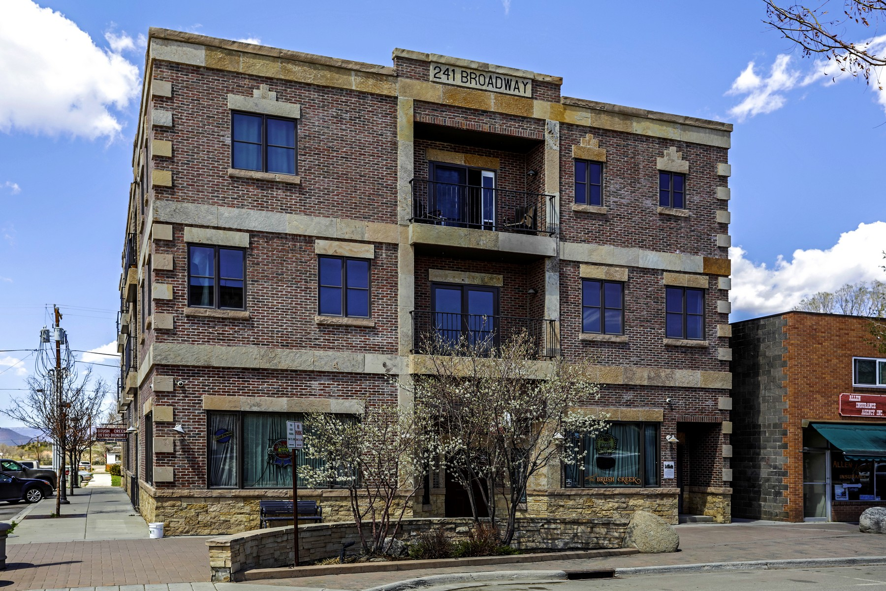 Condominiums pour l Vente à Rarely available in the heart of the Historic town of Eagle! 241 Broadway Street #301, Eagle, Colorado 81631 États-Unis