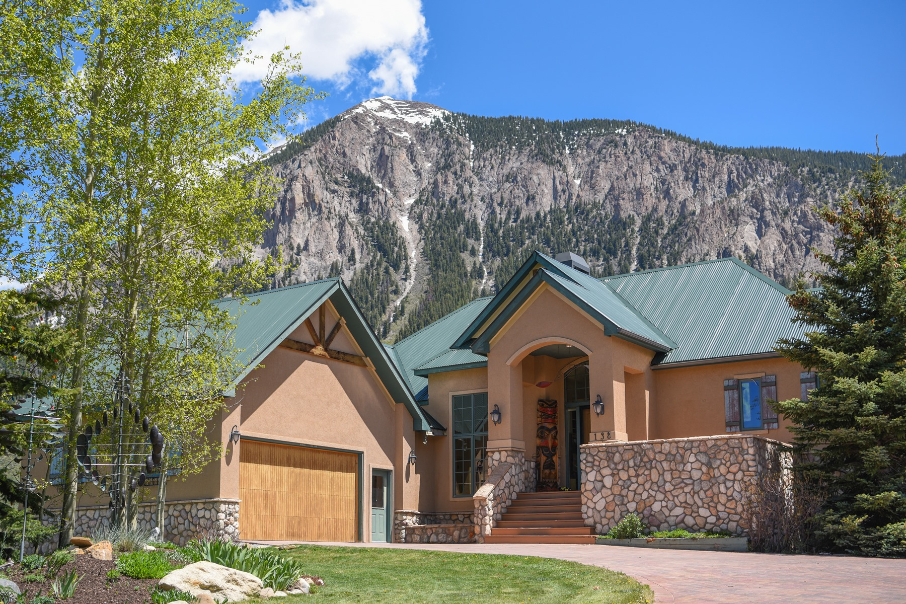 Single Family Homes のために 売買 アット Spacious Home with Incredible Views 138 E. Silver Sage Drive, Crested Butte, コロラド 81224 アメリカ