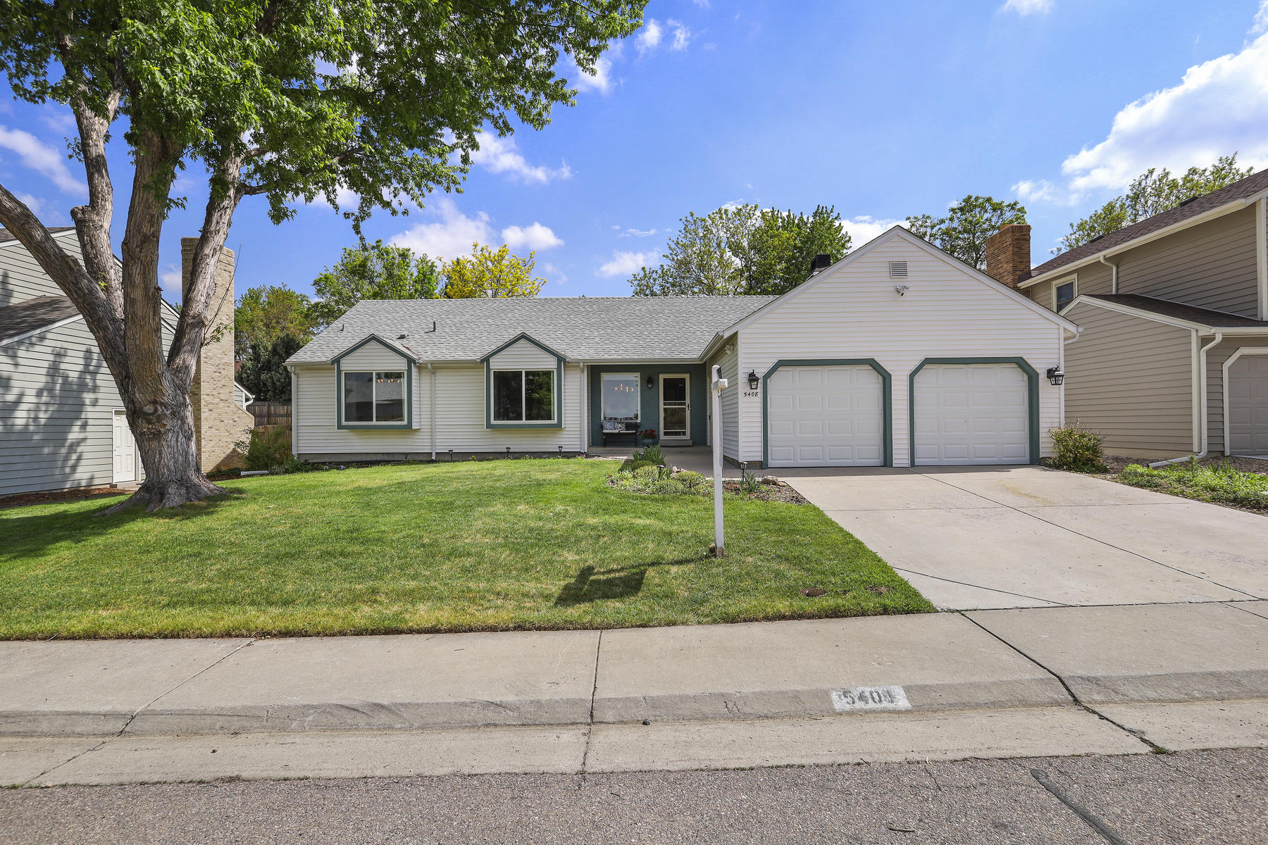 Single Family Homes for Sale at Beautiful remodeled Ranch style home on a tree lined street. 5408 E Briarwood Circle Centennial, Colorado 80122 United States