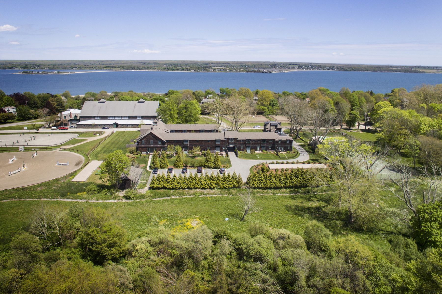 Additional photo for property listing at Vanderbilt Stable Condominiums 53 Sandy Point Farm Road 5 Portsmouth, Rhode Island 02871 United States