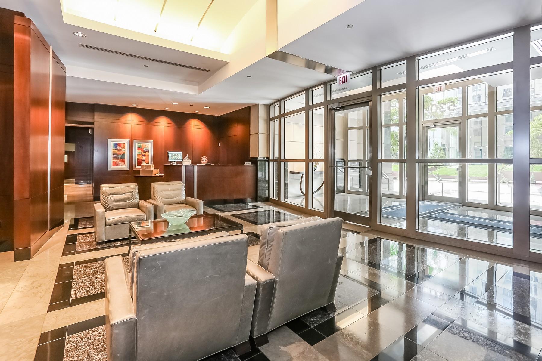 Eigentumswohnung für Verkauf beim Renovated Corner Unit 530 N Lake Shore Drive Unit 2001 Chicago, Illinois, 60611 Vereinigte Staaten