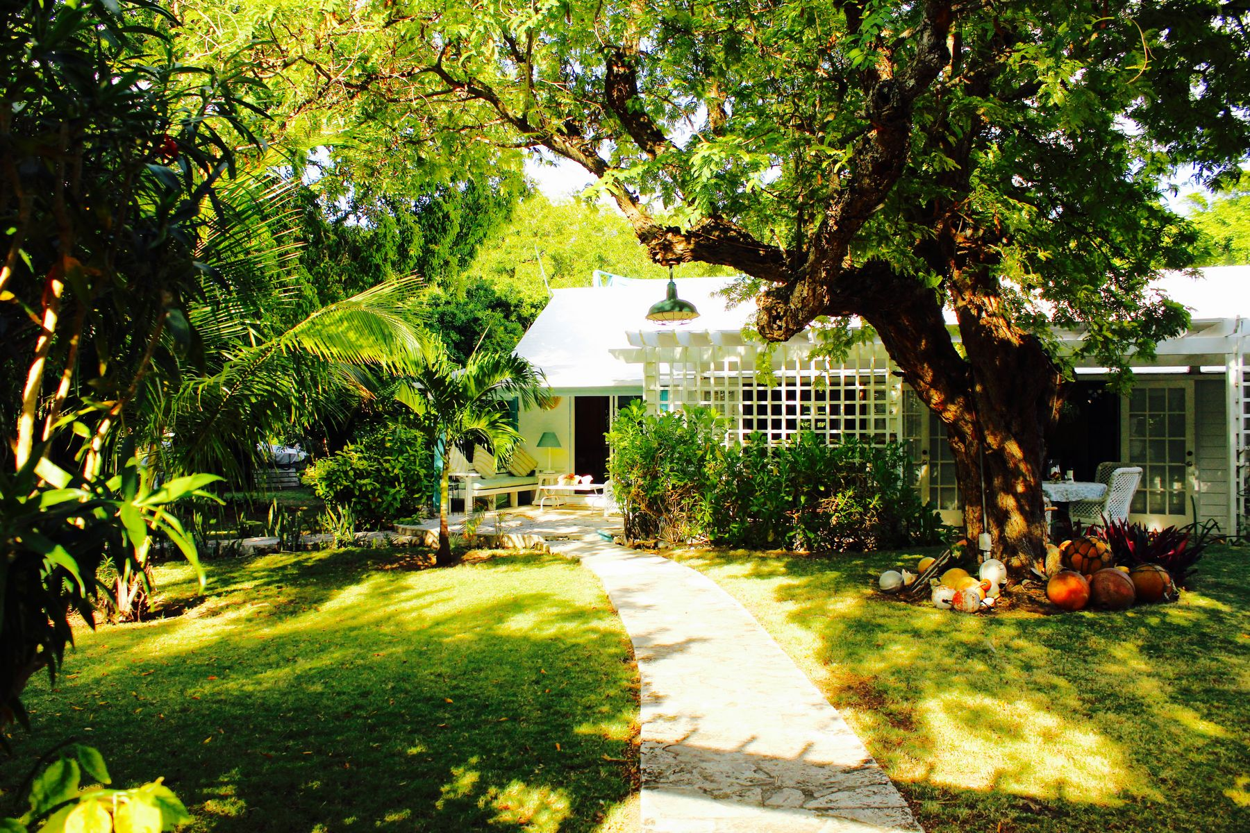 Single Family Home for Sale at La Bagatelle Village Estate Harbour Island, Eleuthera Bahamas