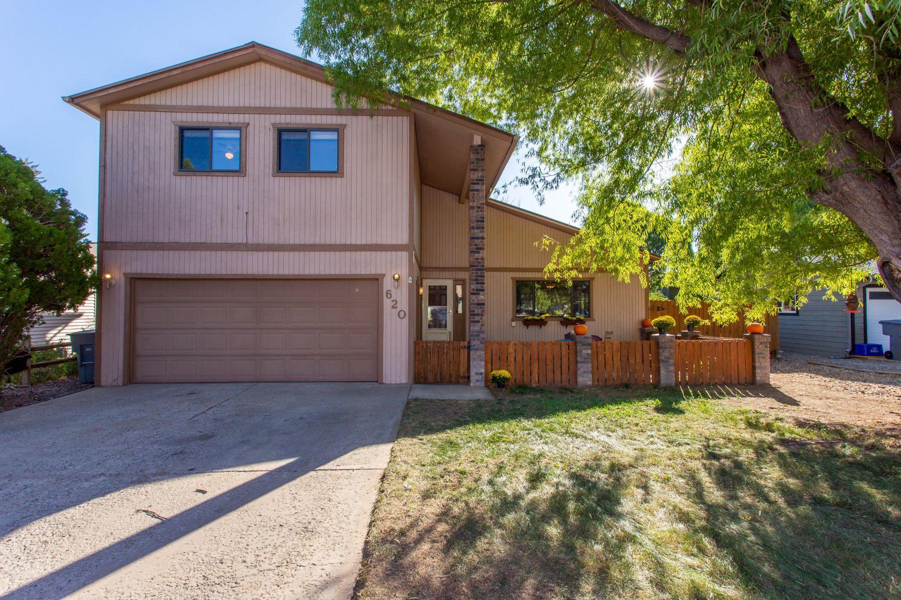 Casa Unifamiliar por un Venta en SPACIOUS AND AFFORDABLE! 620 Fairway Avenue Rifle, Colorado 81650 Estados Unidos