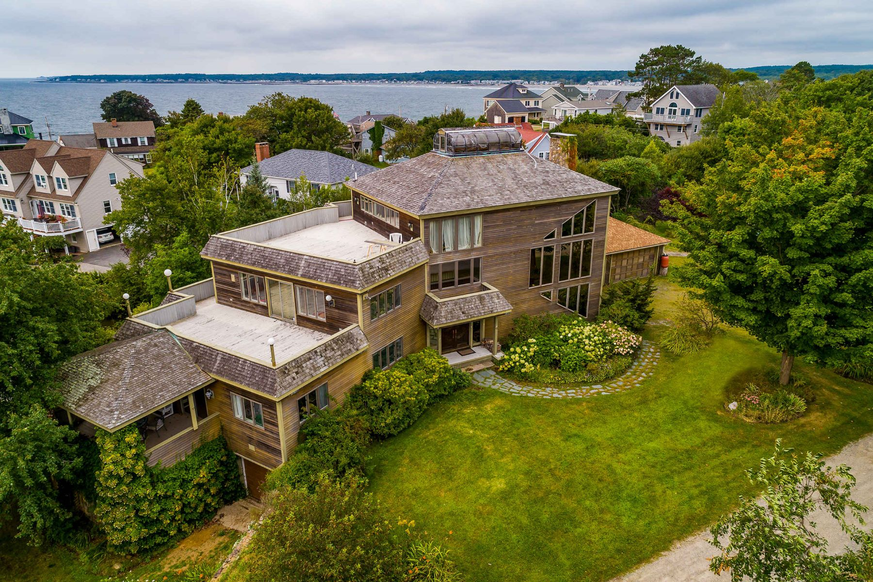 Single Family Homes for Active at One of a Kind Contemporary on Nubble Peninsula 42 Shelton Drive York, Maine 03909 United States