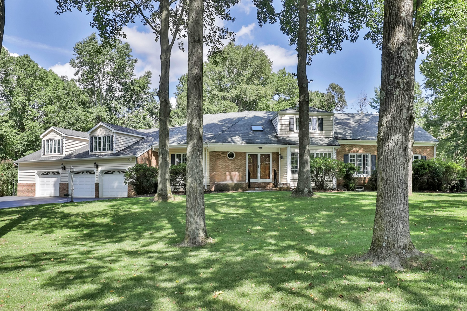 واحد منزل الأسرة للـ Sale في Charming Ranch 17 Brookview Drive, Colts Neck, New Jersey, 07722 United States
