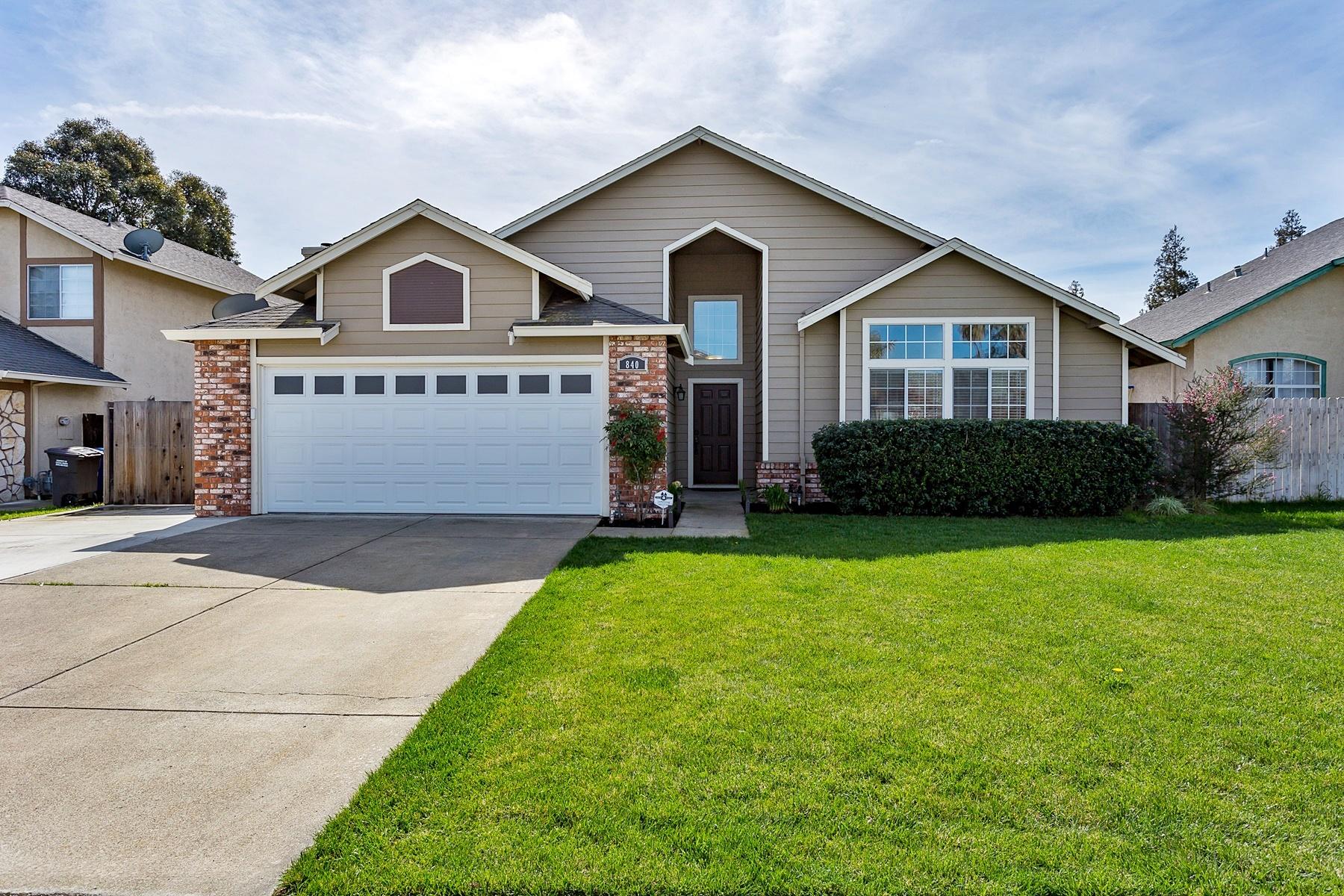 Частный односемейный дом для того Продажа на Great Value In Oakley 840 Souverain Court Oakley, Калифорния 94561 Соединенные Штаты