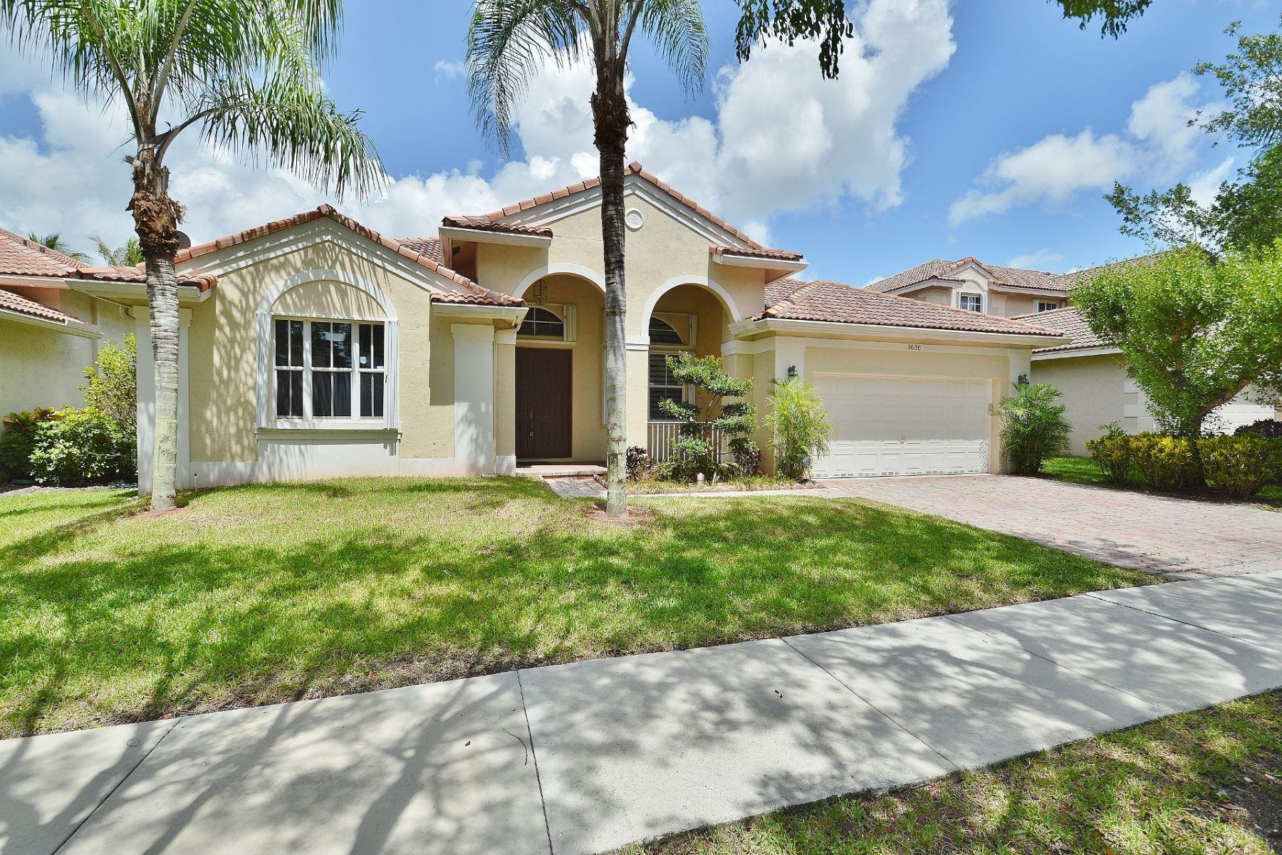 Single Family Home for Sale at 3636 Heron Ridge Ln. Weston, Florida 33331 United States