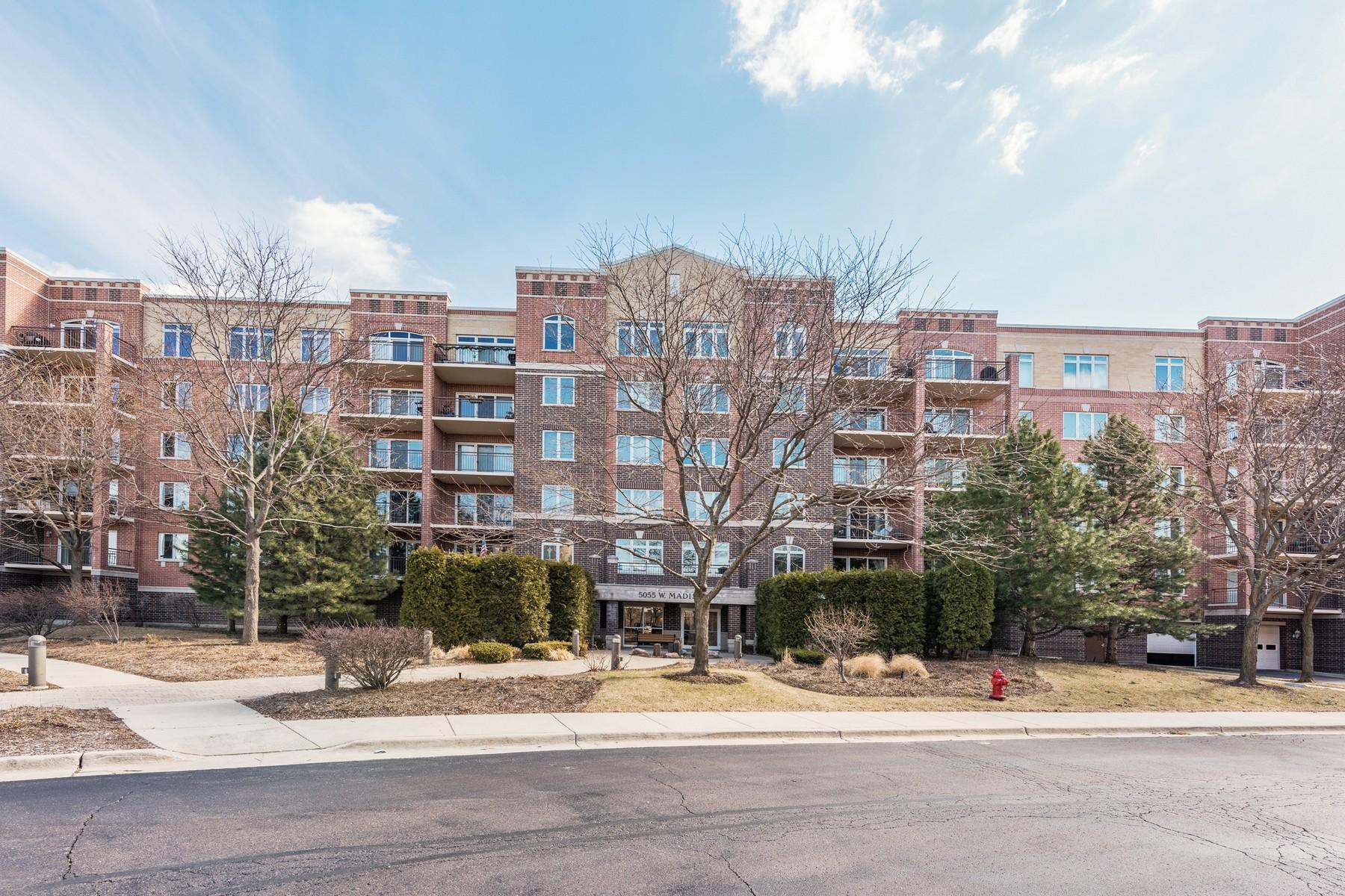 独户住宅 为 销售 在 Top floor corner unit 5055 Madison Street Unit 604, 斯科基, 伊利诺斯州, 60077 美国