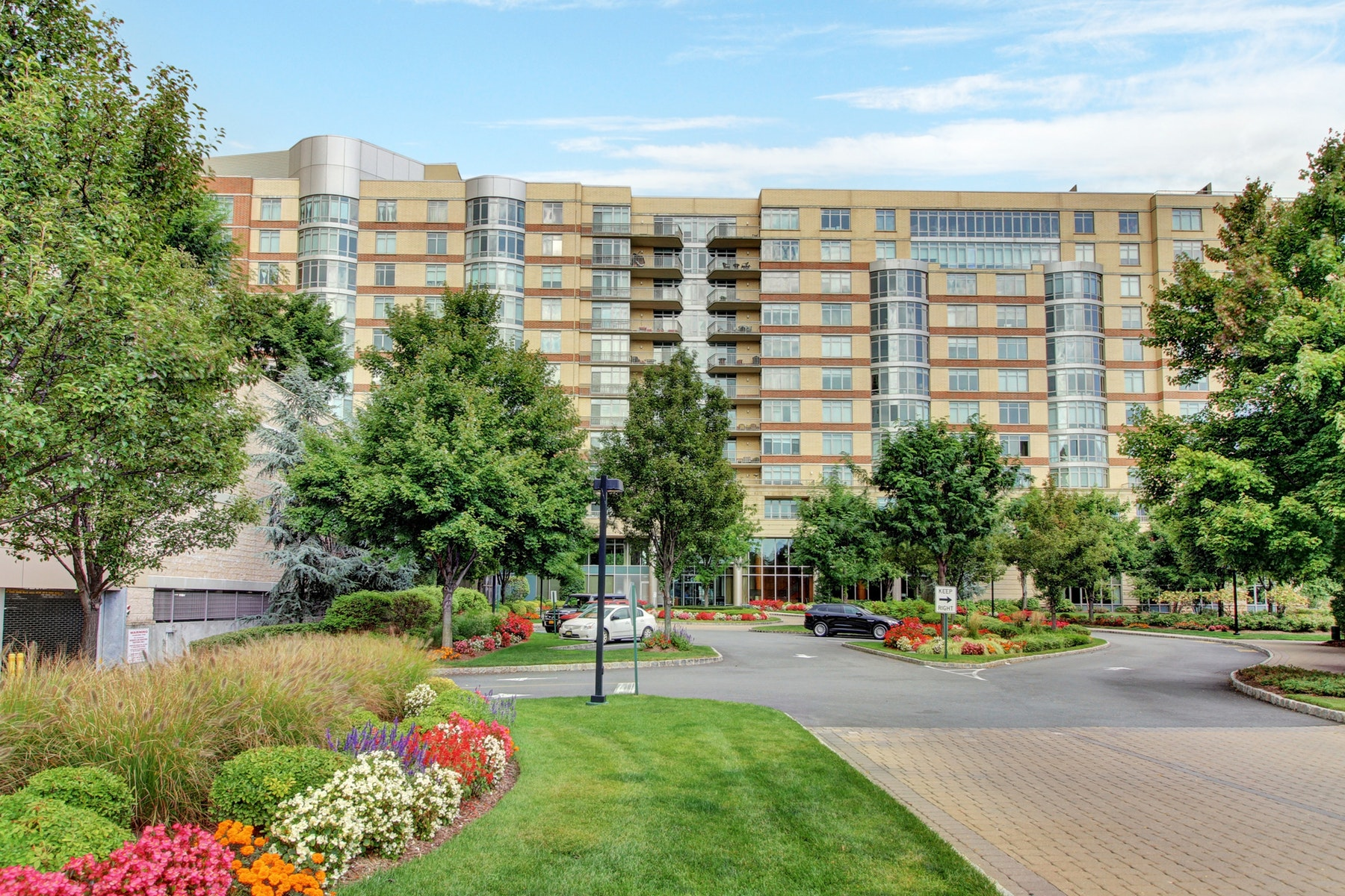 Condominiums for Sale at The Watermark 8100 River Road #1005 North Bergen, New Jersey 07047 United States