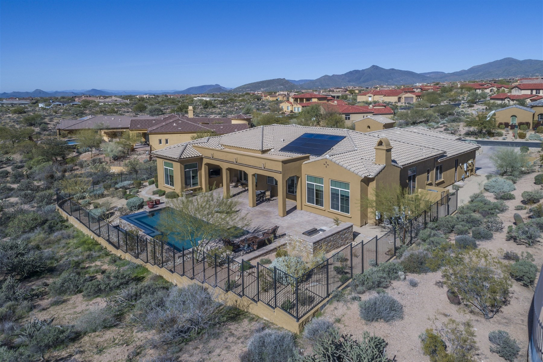 Nhà ở một gia đình vì Bán tại Elegant customized Monterey Scottsdale home 10941 E Lofty Point Rd Scottsdale, Arizona, 85262 Hoa Kỳ