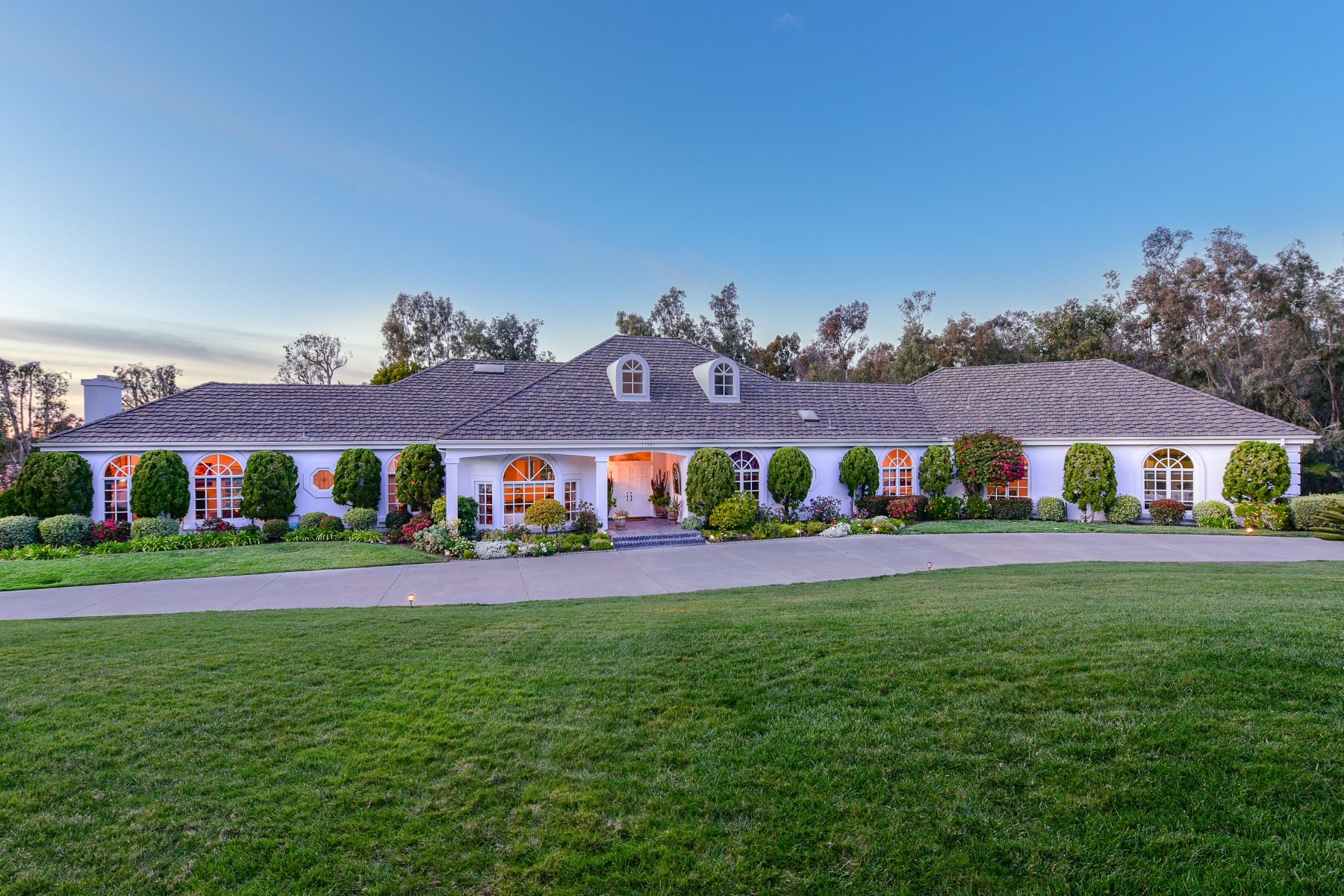 Single Family Homes for Sale at 17950 Circa Oriente Rancho Santa Fe, California 92067 United States