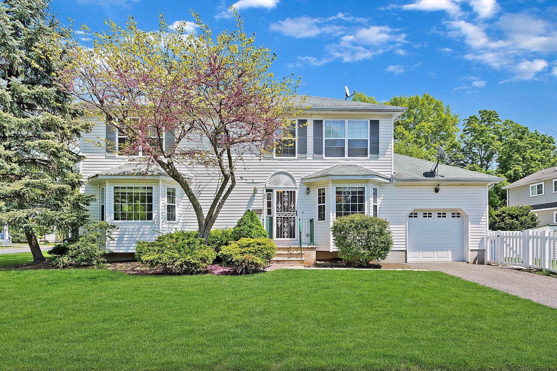Single Family Homes for Sale at A Must See! 46 Kempson Place Metuchen, New Jersey 08840 United States