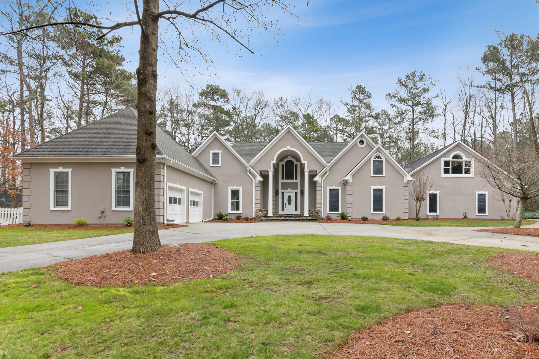 Single Family Homes por un Venta en Stunning Estate in West Cobb with Full Guest House and Pool 5078 Old Mountain Trail, Powder Springs, Georgia 30127 Estados Unidos