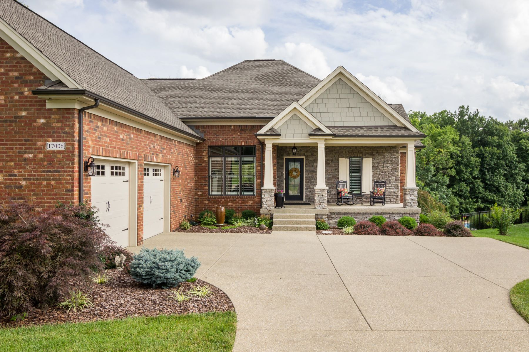 Single Family Home for Sale at 17006 Shakes Creek Drive Louisville, Kentucky 40023 United States