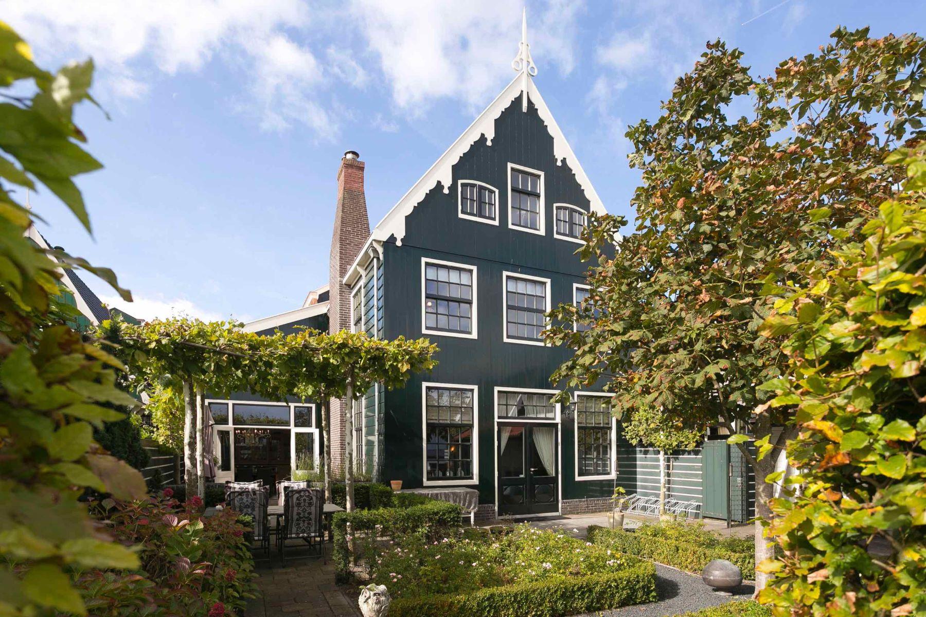 Single Family Homes для того Продажа на 'De Boterton' Zuideinde 136 Koog Aan De Zaan, North Holland 1541CG Нидерланды