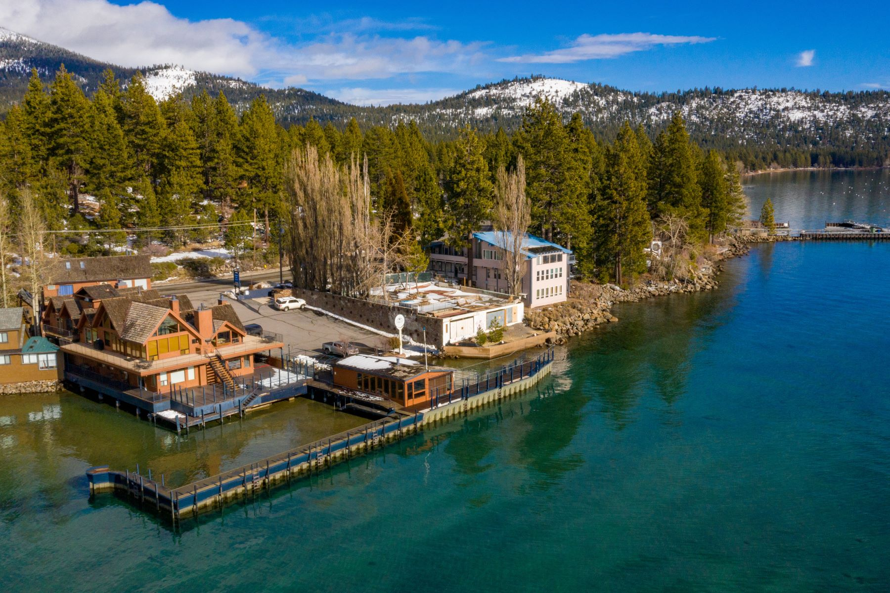 Property 为 销售 在 7238 N Lake Blvd, Tahoe Vista, CA 96148 7238 N Lake Boulevard 塔霍湖, 加利福尼亚州 96148 美国