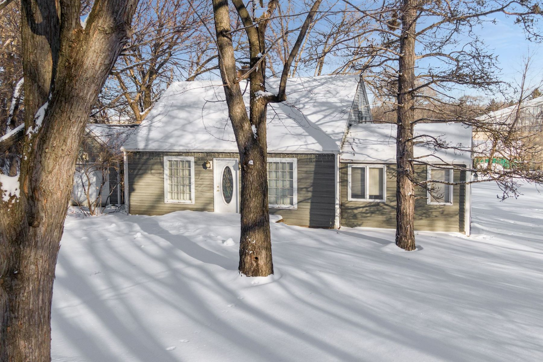 Single Family Homes für Verkauf beim Build Your Dream Home in one of Deephaven's Most Convenient Locations 3429 Lowell Street, Deephaven, Minnesota 55391 Vereinigte Staaten