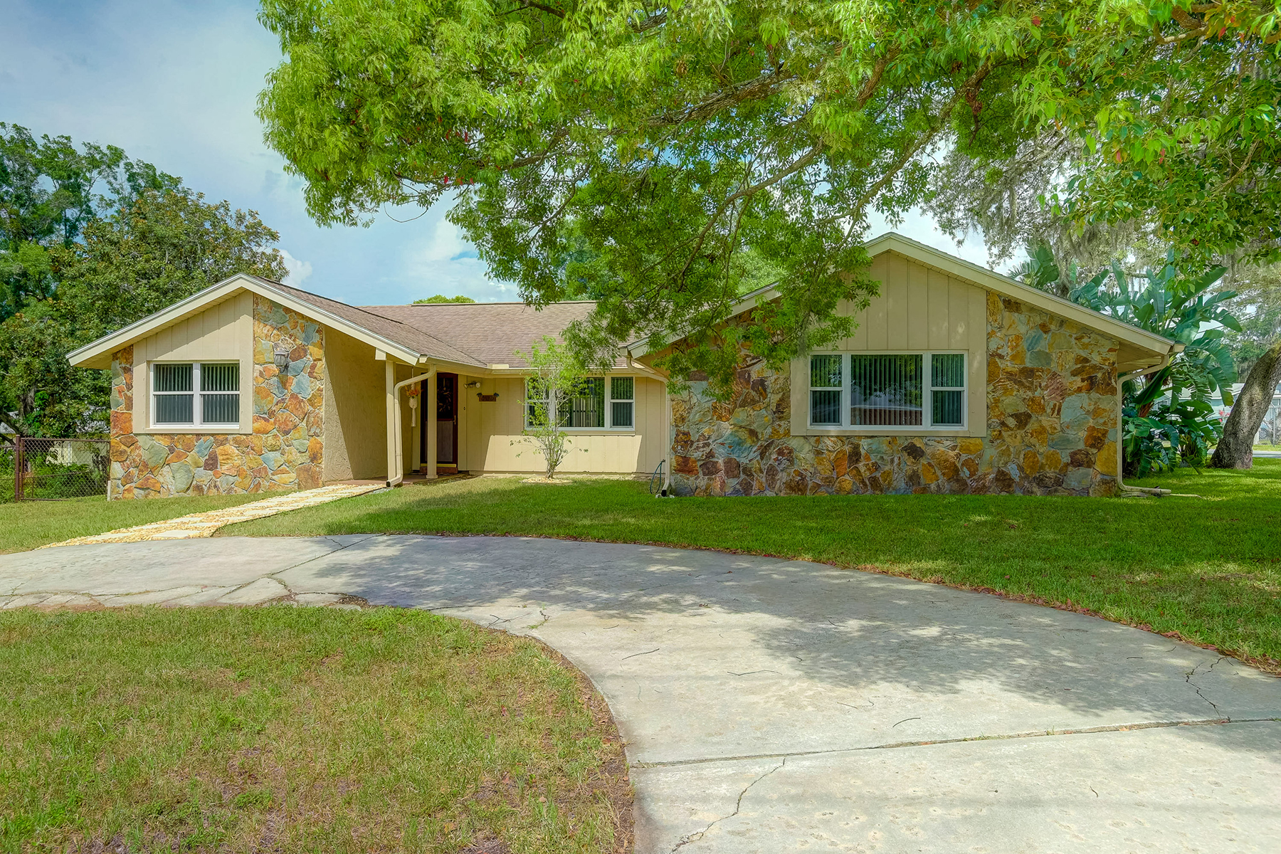 Single Family Homes for Active at 5529 Cook St New Port Richey, Florida 34652 United States