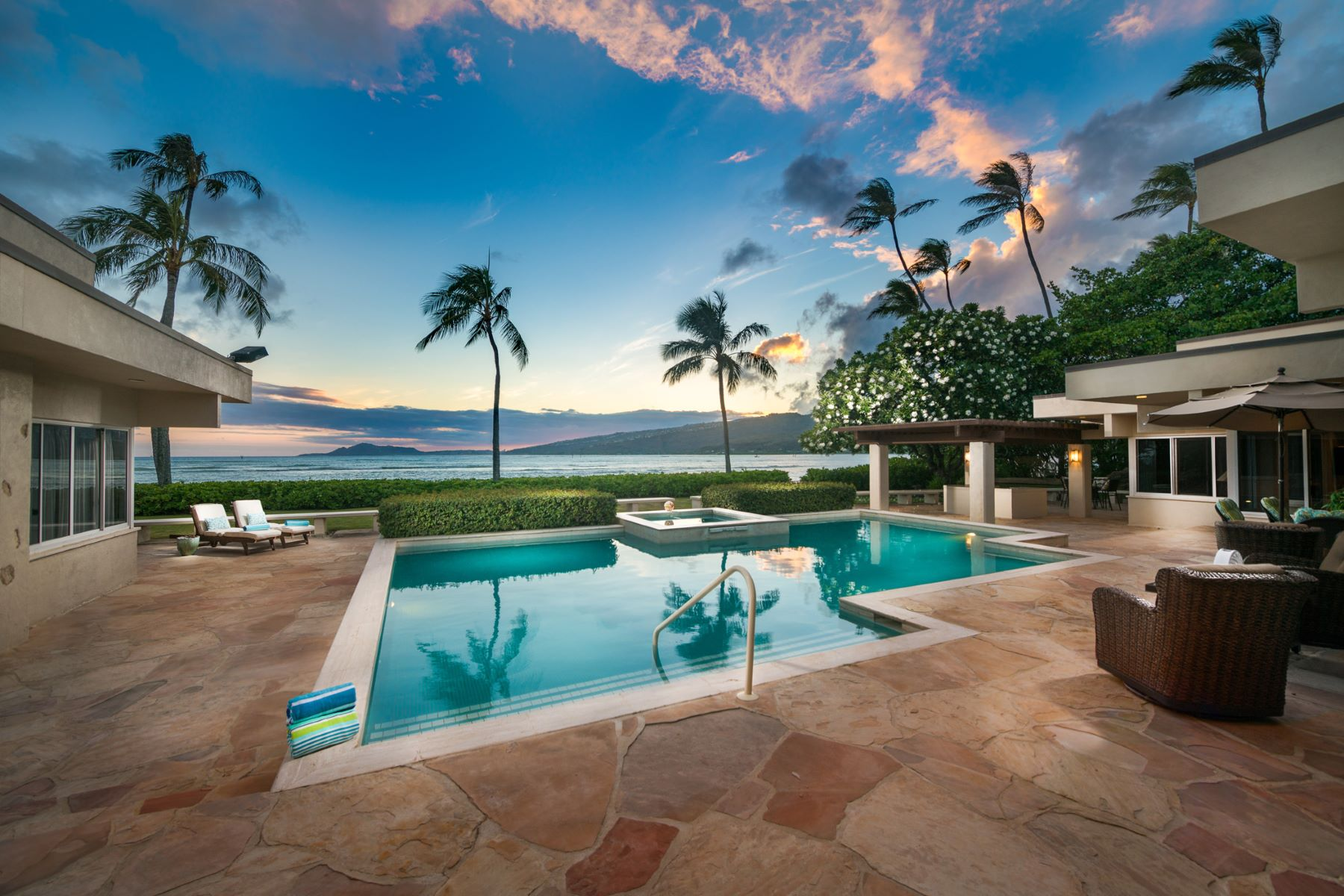 Single Family Home for Sale at Utopia by the Sea 387 Portlock Rd Honolulu, Hawaii 96825 United States