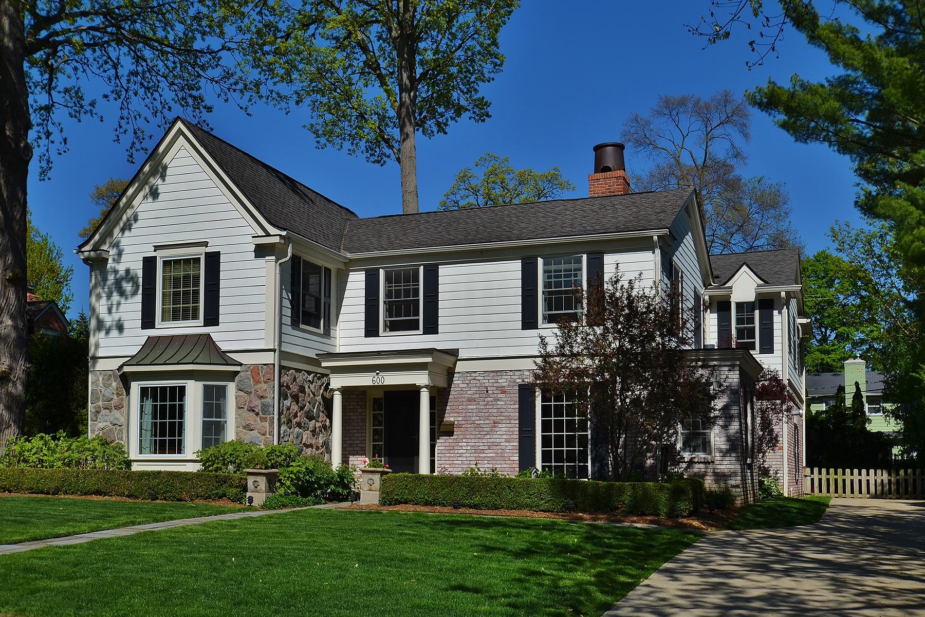 Maison unifamiliale pour l Vente à Bloomfield Township 600 Waddington Street Bloomfield Township, Michigan, 48301 États-Unis