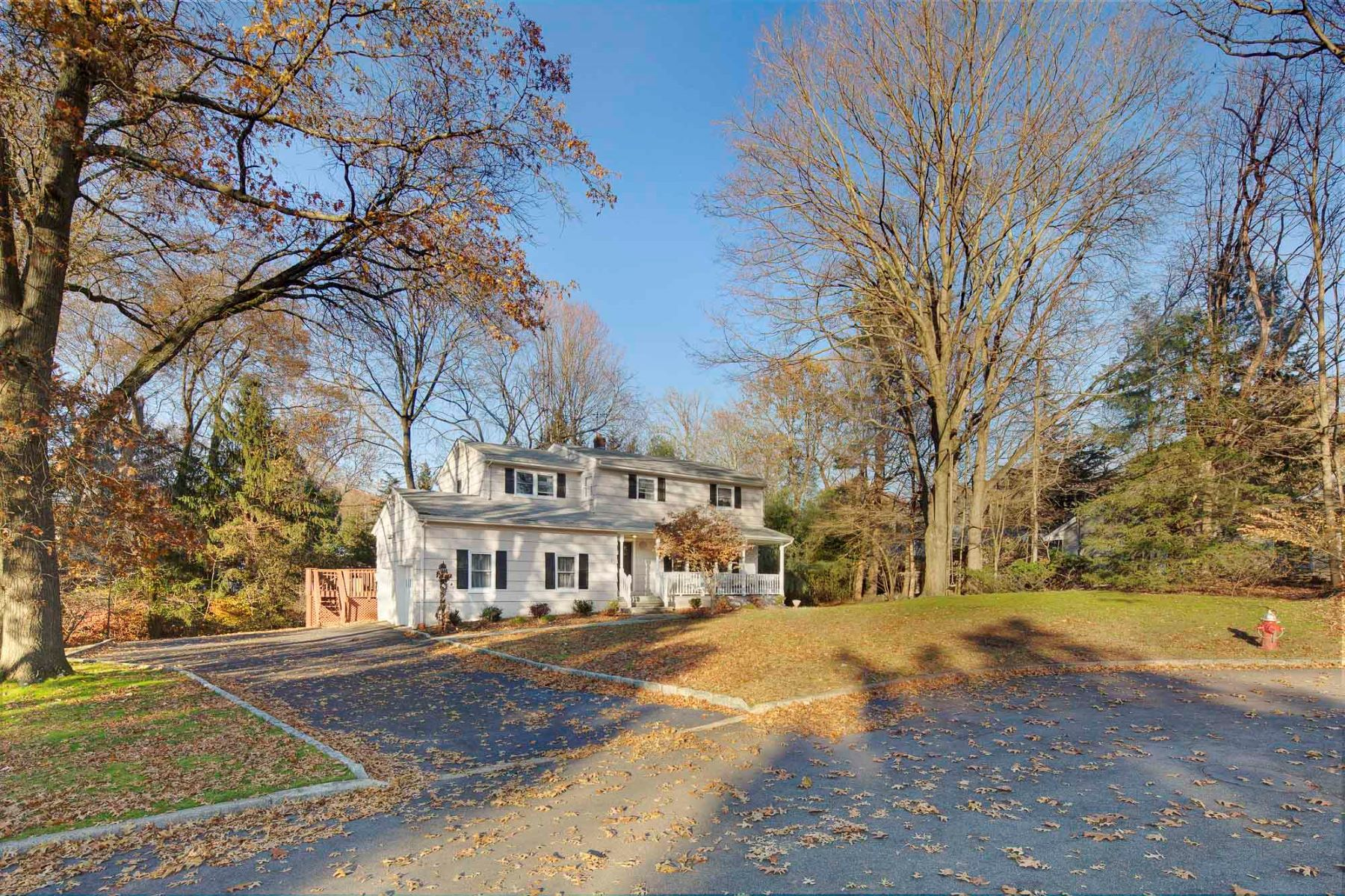 Single Family Homes por un Venta en Beautiful Colonial 851 North Road Ridgewood, Nueva Jersey 07450 Estados Unidos