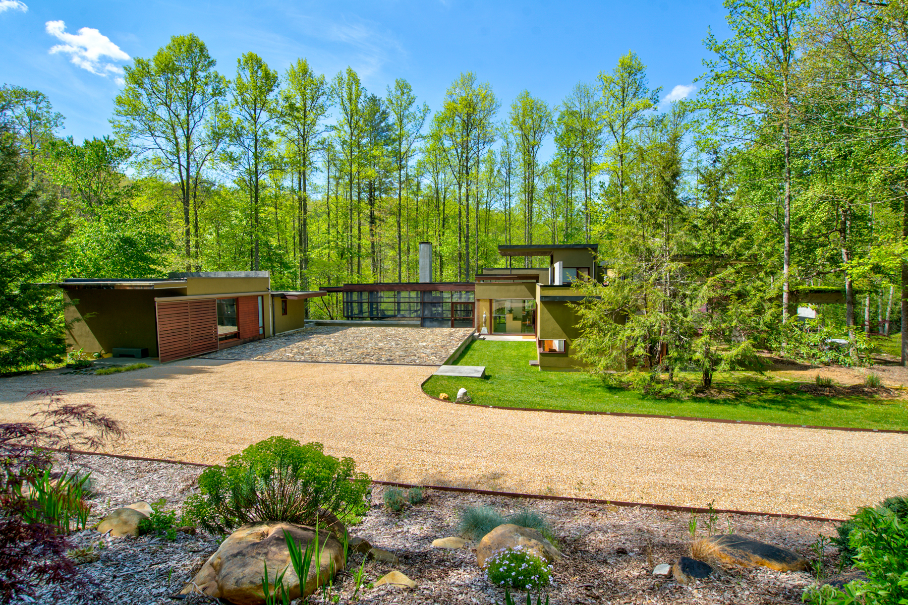 Vivienda unifamiliar por un Venta en Modern Masterpiece Mountain Retreat 10 Barkers Creek Lane Rabun Gap, Georgia 30568 Estados Unidos
