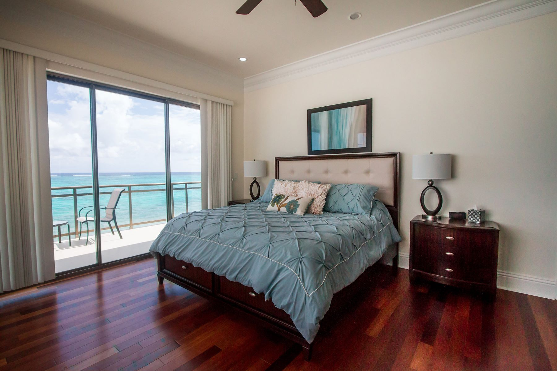 Additional photo for property listing at Columbus Cove Beachfront Townhouse Columbus Cove, Love Beach, Nassau And Paradise Island Bahamas