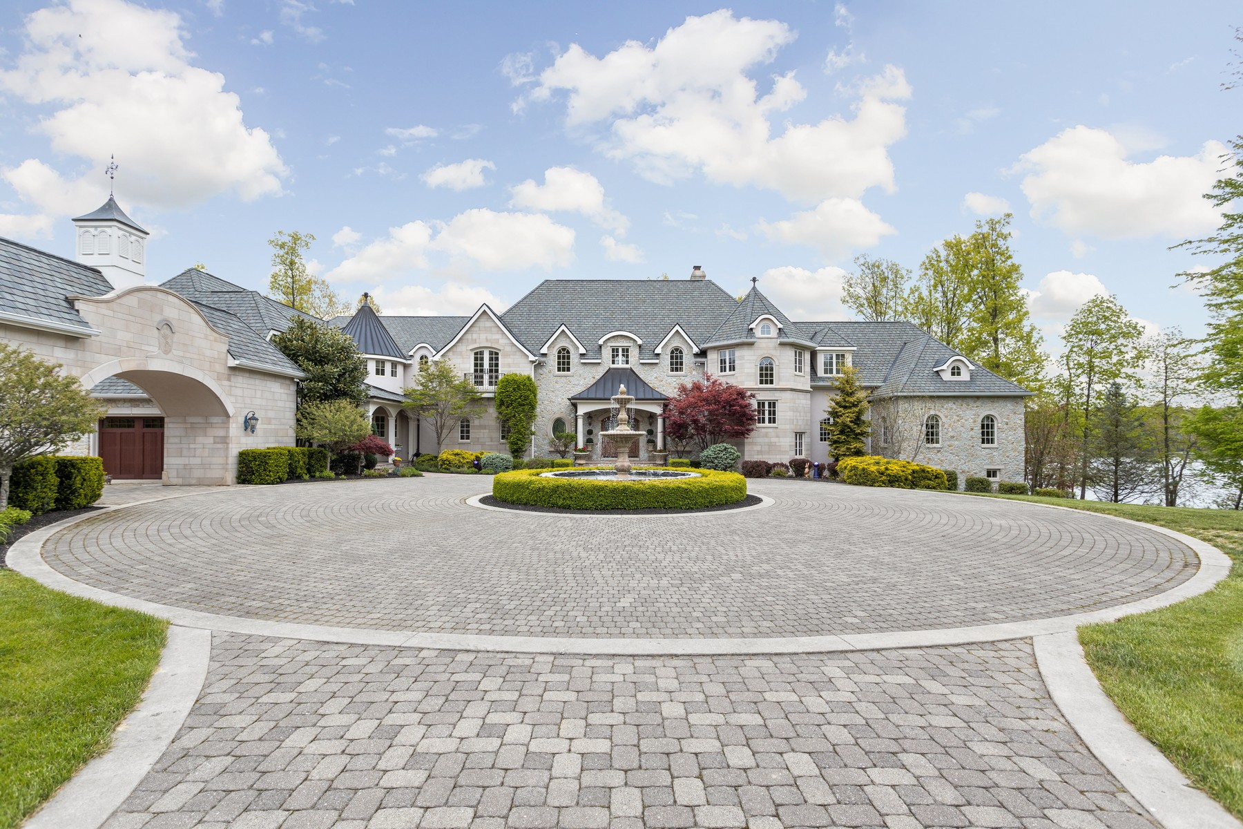 Single Family Homes for Active at Stunning Estate 13198 North County Road 400 E Batesville, Indiana 47006 United States