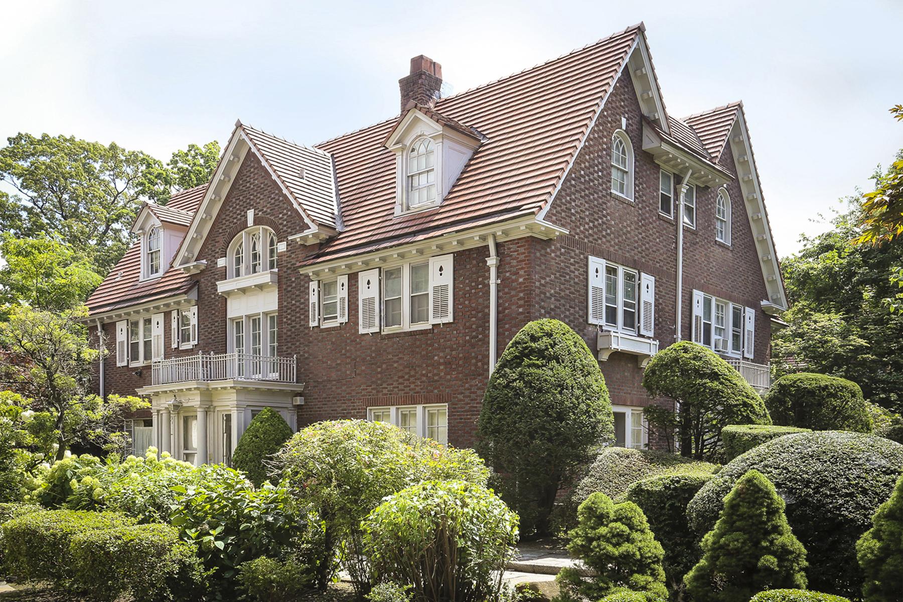 """Single Family Homes för Försäljning vid """"PROMINENT EMBASSY ROW ESTATE"""" 140 Greenway North, Forest Hills Gardens,, Queens, New York 11375 Förenta staterna"""