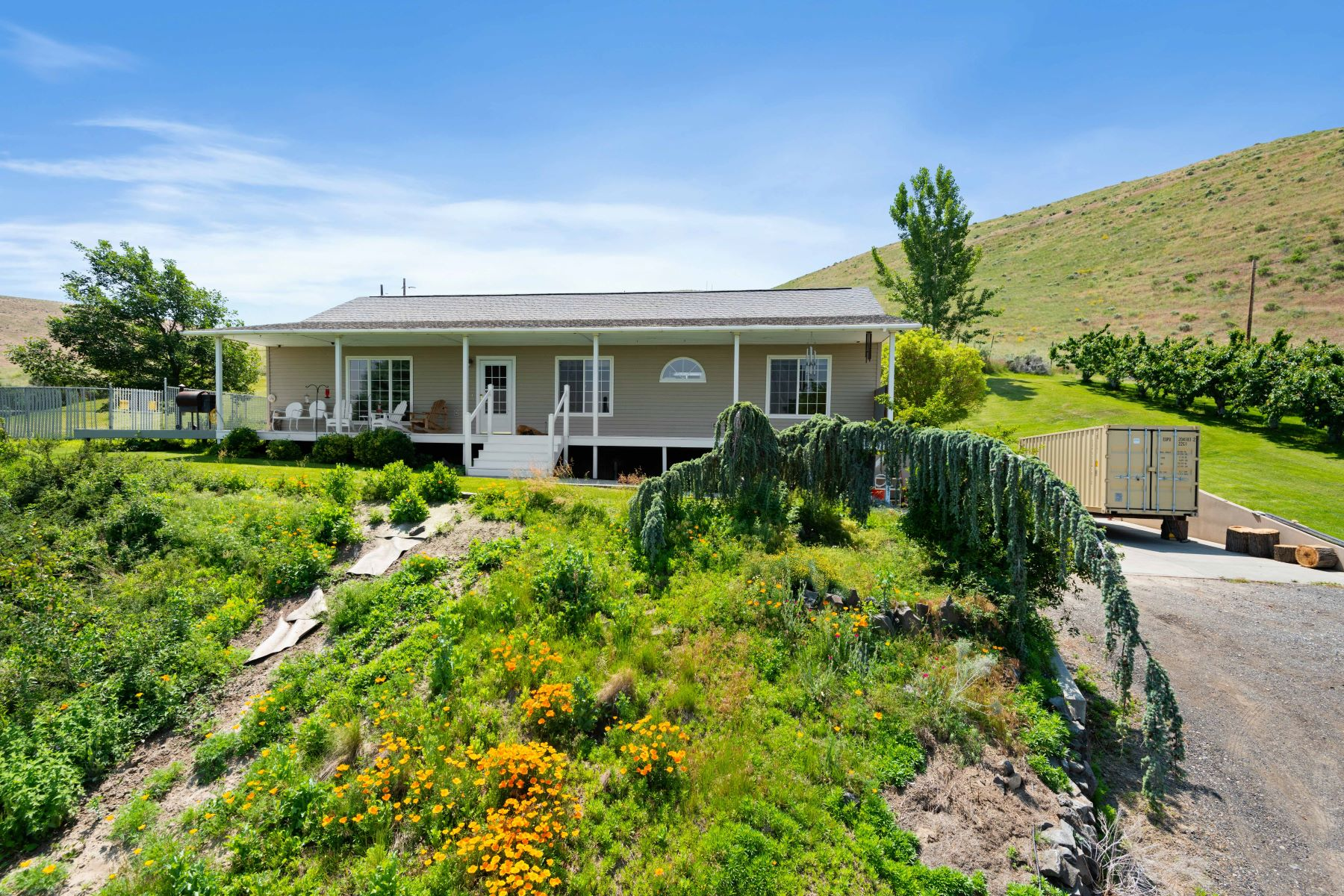 Single Family Homes for Sale at Country Feel Right Outside The City! 110 Hatch Grade Road Wallula, Washington 99323 United States