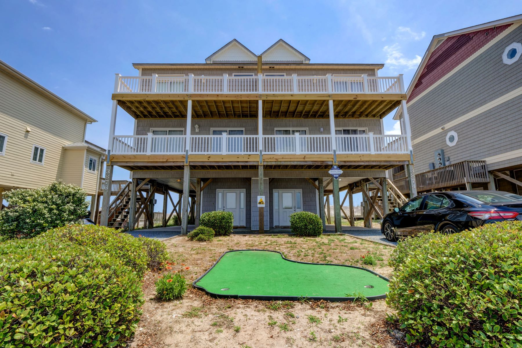 townhouses for Active at Completely Remodeled Pristine Oceanfront Home 3876 Island Drive N Topsail Beach, North Carolina 28460 United States