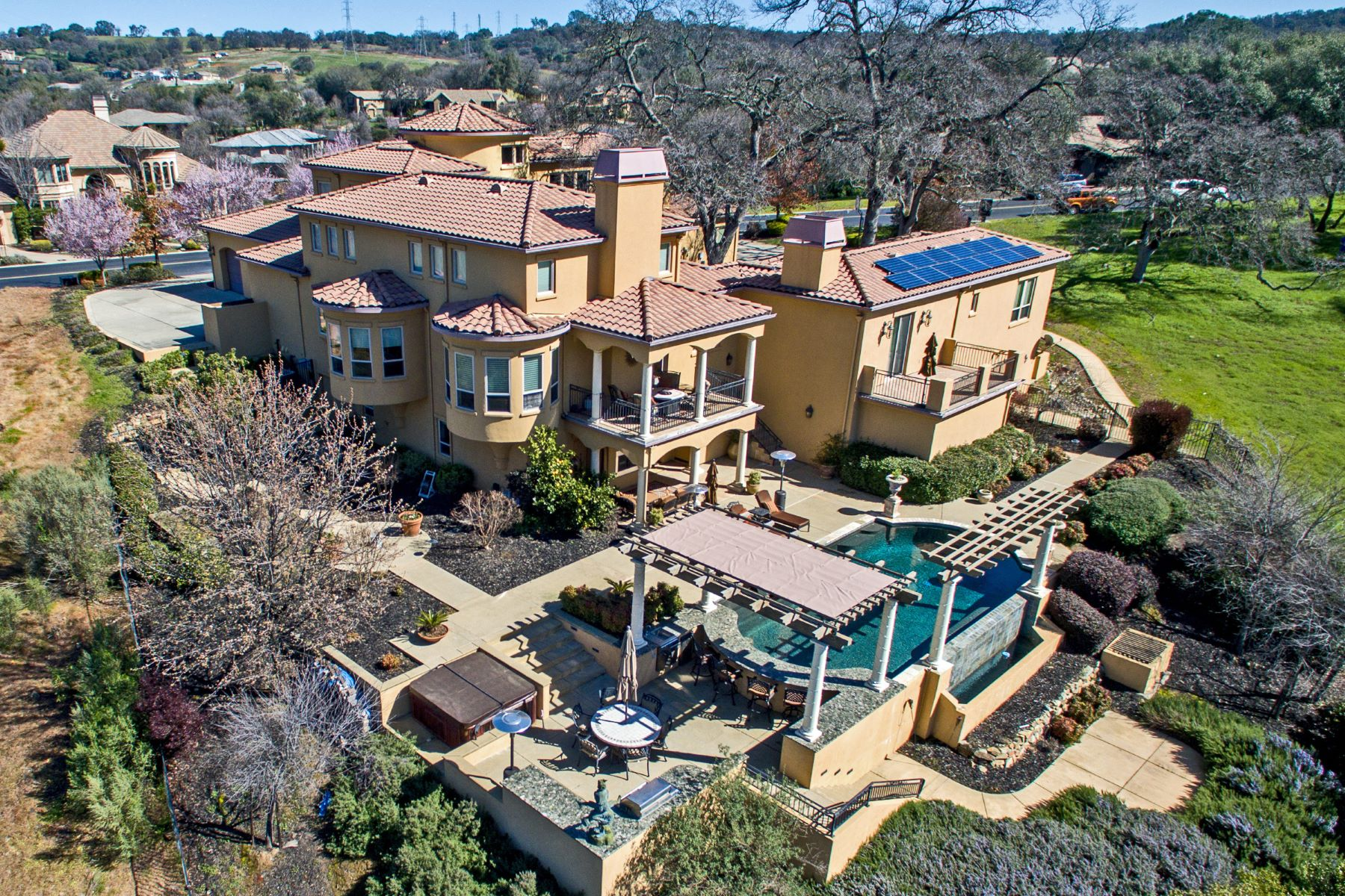واحد منزل الأسرة للـ Sale في Luxury Golf Course Estate 7604 Sangiovese Drive El Dorado Hills, California 95762 United States