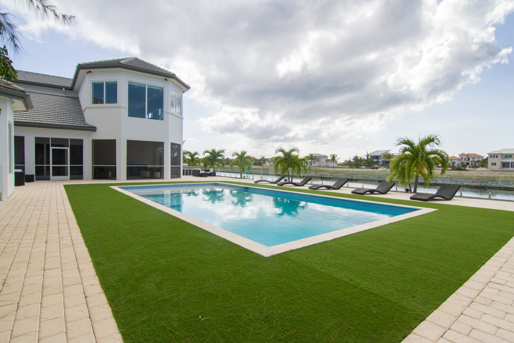 Additional photo for property listing at Waterford Quay Crystal Harbour, Gran Caimán Islas Caimán