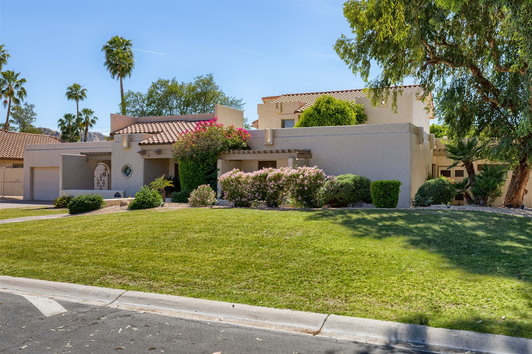 Single Family Home for Sale at Meticulously Maintained Paradise Valley courtyard home 10308 N 48th Pl Paradise Valley, Arizona, 85253 United States