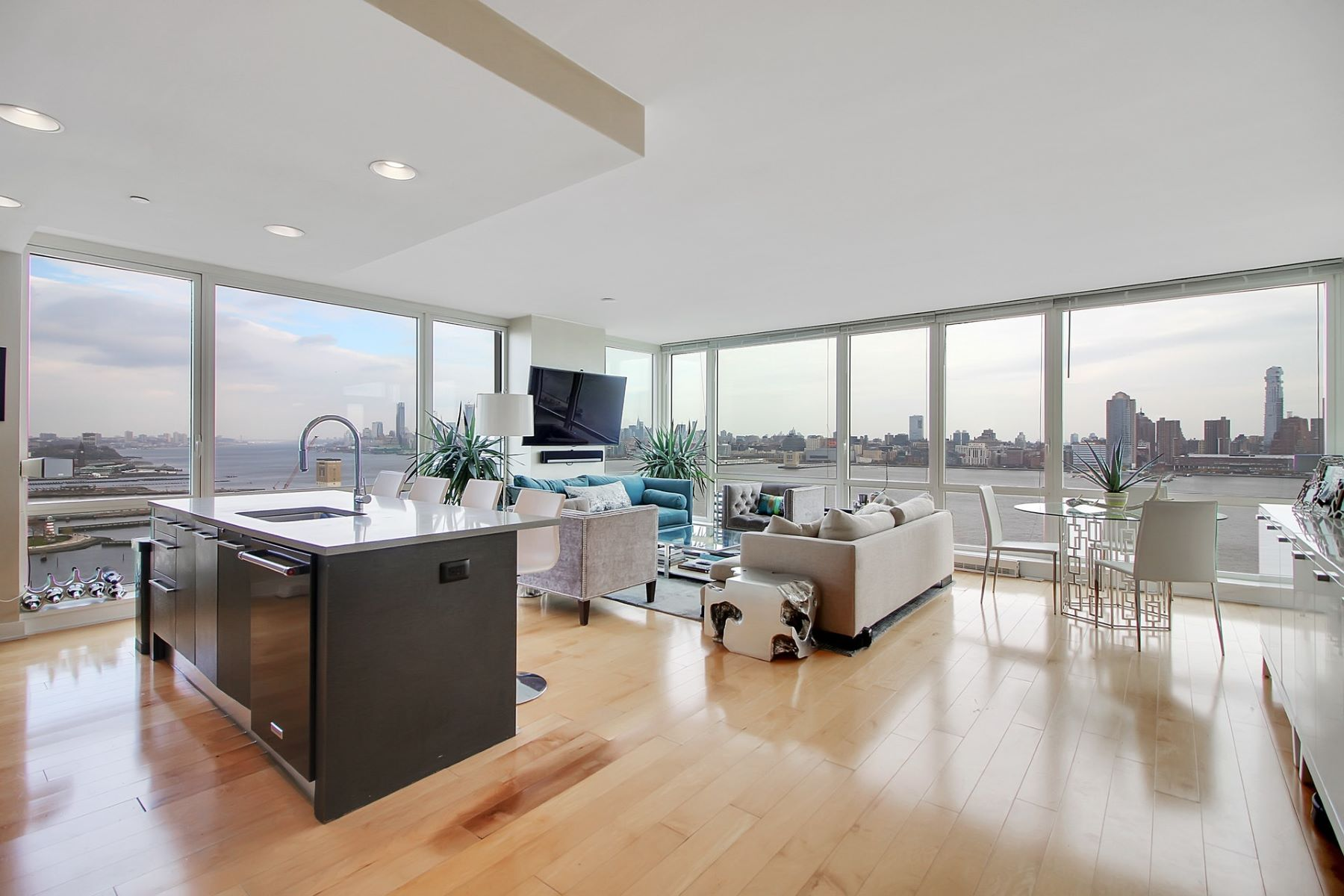 Apartment for Rent at World Class Luxury Awaits You 2 2nd Street #2202, Jersey City, New Jersey 07302 United States