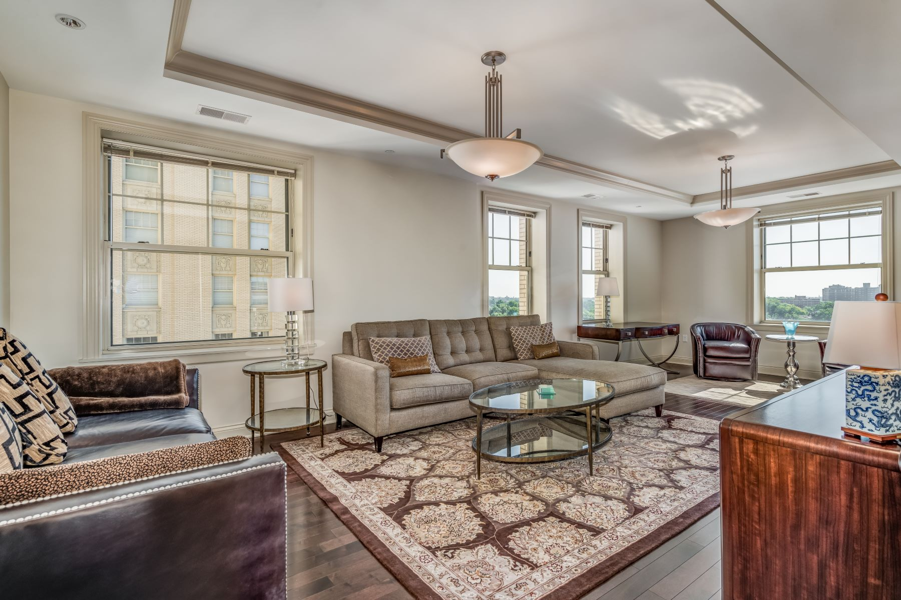 Additional photo for property listing at Luxury and Convenience in the Central West End 232 North Kingshighway Blvd #1102 St. Louis, Missouri 63108 United States